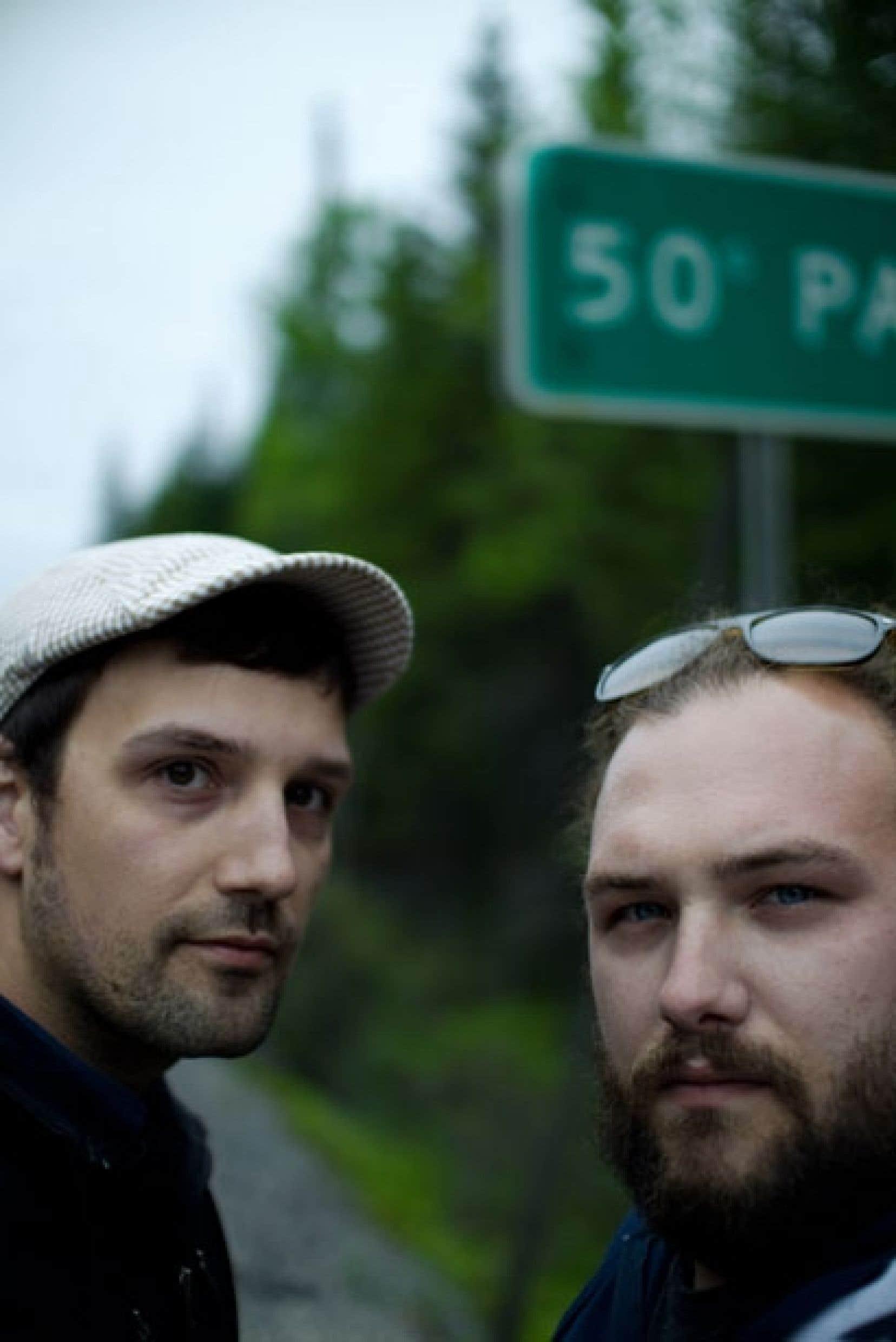 Jean-Marc E. Roy et Philippe David Gagné savent improviser et tournent en quelques heures. Ensemble, ils comptent quelque 150 productions, en moyenne une douzaine par année.