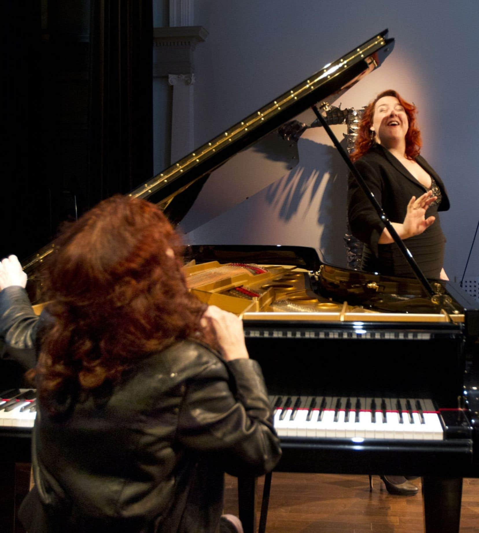 La pianiste de jazz Lorraine Desmarais et l'ambassadrice du festival Marie-Nicole Lemieux, lors du dévoilement de la programmation du Domaine Forget, en avril dernier