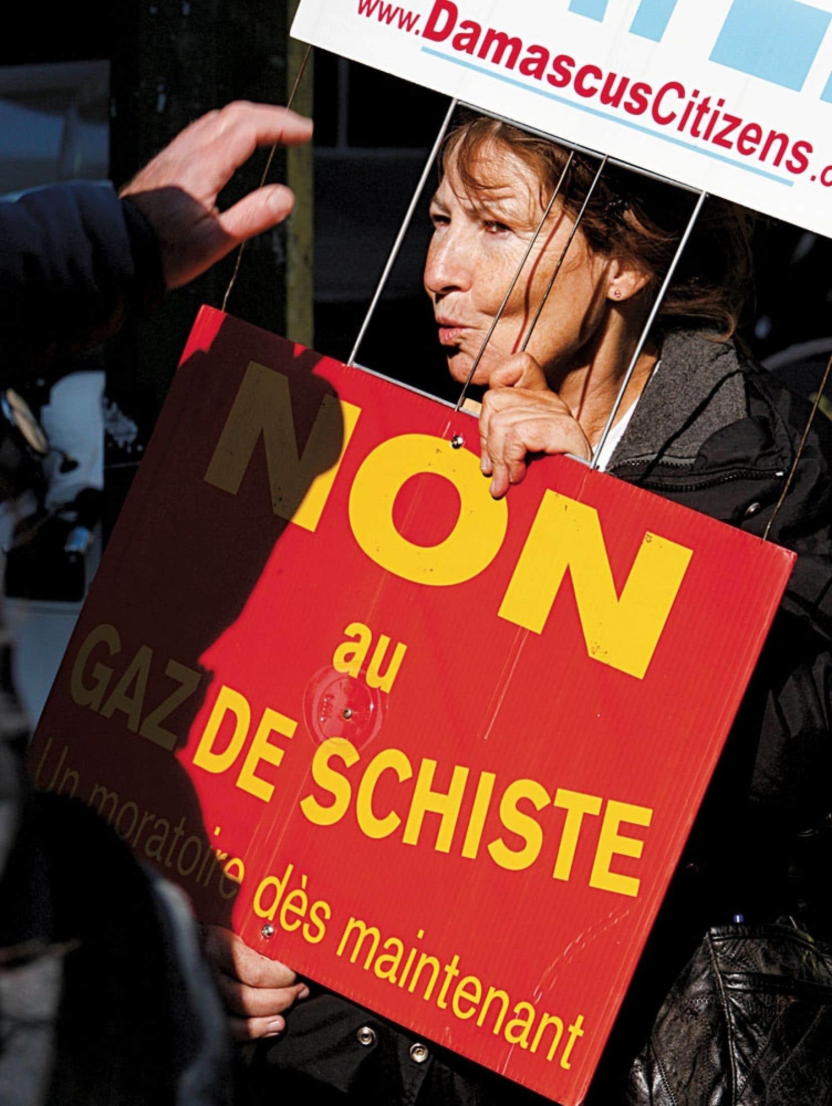 Sylvie Paquerot rappelle que les citoyens ont le droit de dire non à leur gouvernement.