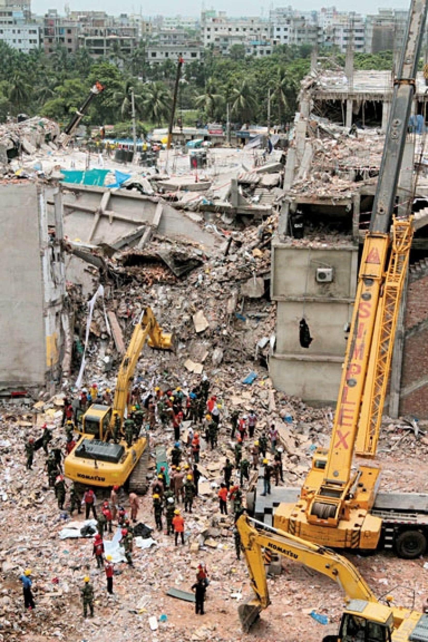 L'effondrement d'un immeuble d'ateliers textiles en avril a fait plus de 1200 morts dans la capitale bangladaise de Dacca.