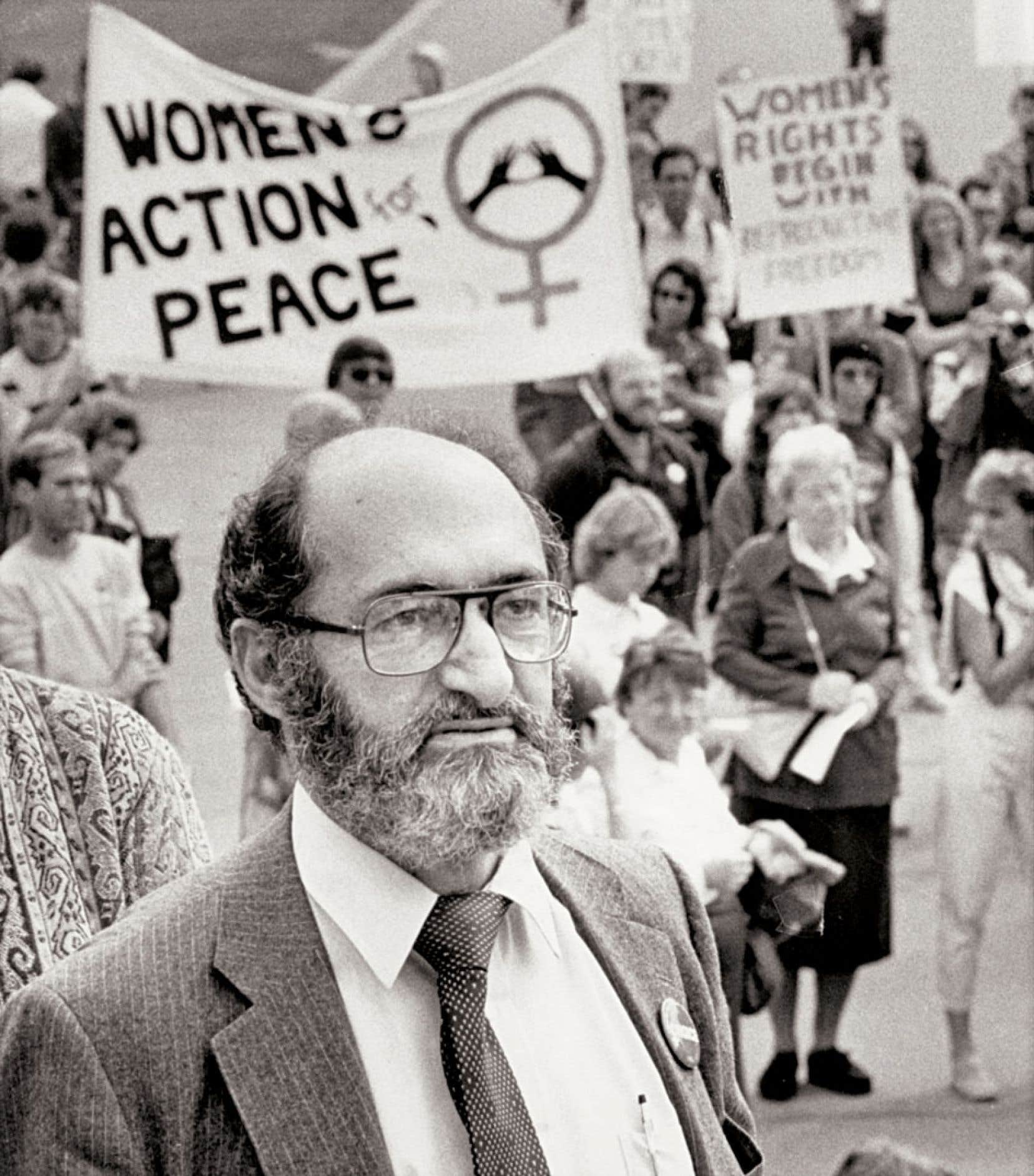 La Charte canadienne des droits et libertés a changé la destinée du Dr Morgentaler. Mais lui, par ses arguments, en a en retour étendu la portée. Ci-dessus, il participe à une manifestation, en 1983.