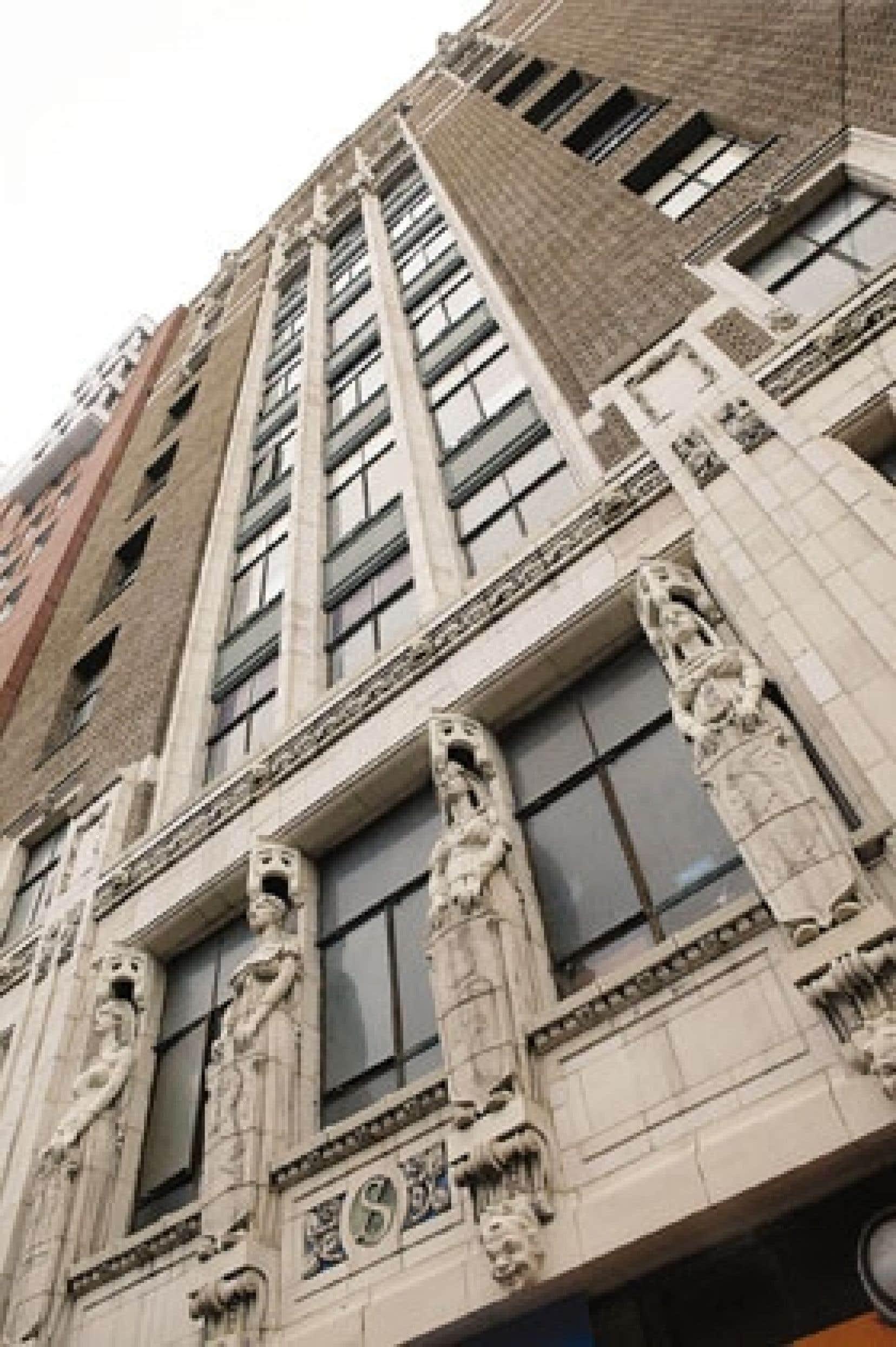 Le projet initial était de recycler le vieil édifice gothique du début du siècle dernier et d'y juxtaposer un nouvel immeuble rue de La Gauchetière. Le Mosaïque actuel ne se compose pour l'instant que de la nouvelle bâtisse.
