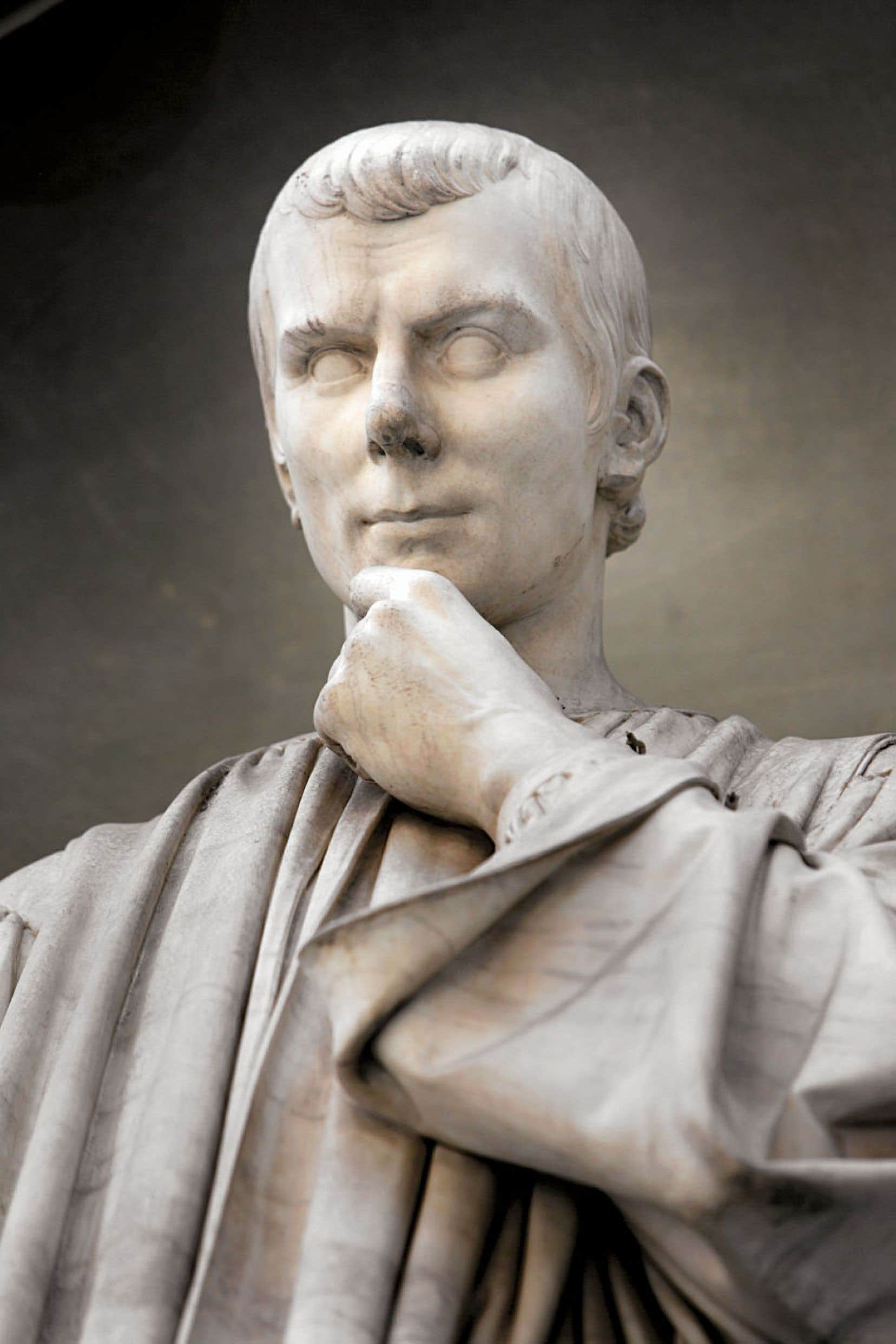 Statue de Machiavel, par Lorenzo Bartolini, piazzale des Offices, Florence.