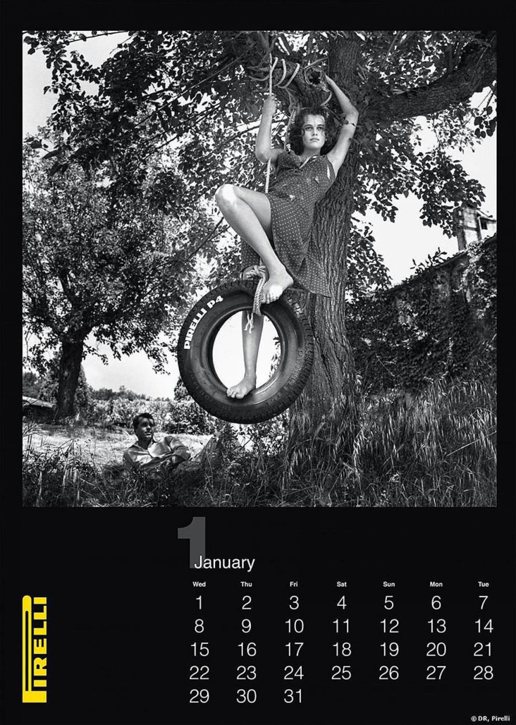 Pour le cinquantième anniversaire de son calendrier, Pirelli propose des clichés de l'édition de 1986 du photographe Helmut Newton qui n'ont jamais été publiés.
