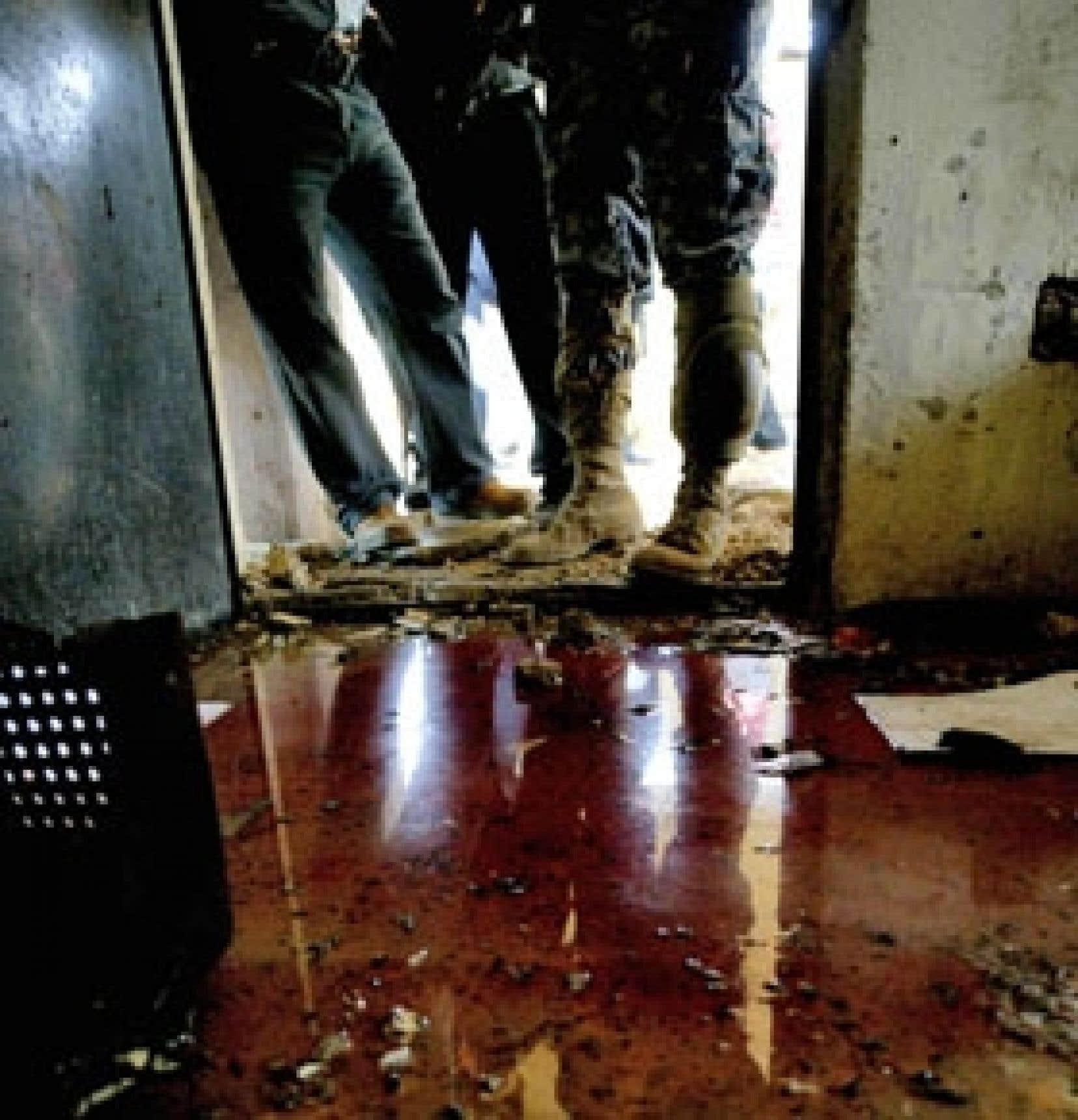 Des soldats ont été dépêchés à la Faculté d'économie et gestion. Ceux-ci n'ont pu que constater l'ampleur du carnage qui a fait 40 morts lorsqu'un kamikaze a actionné sa ceinture d'explosifs.