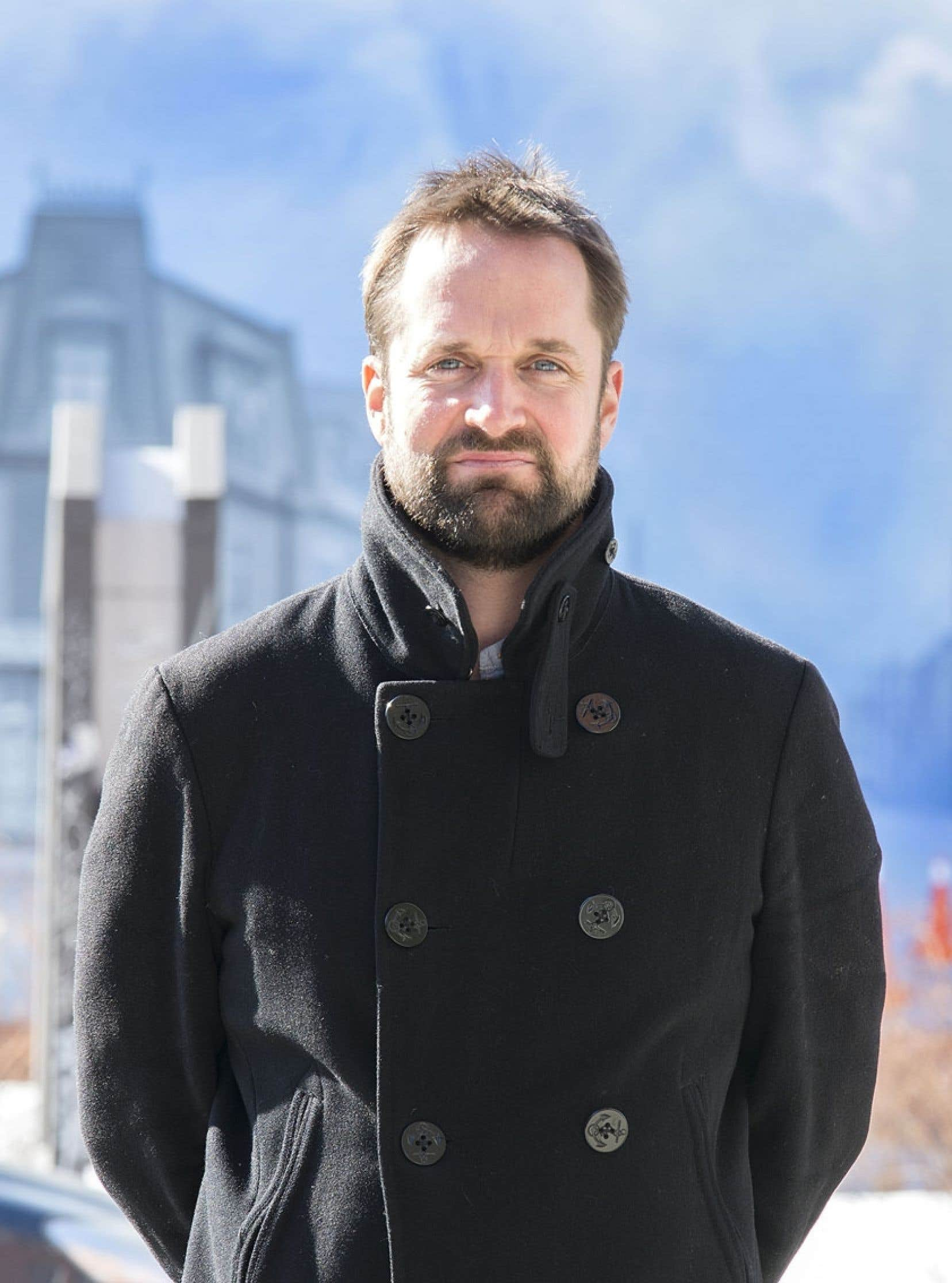 François Méthé, publiciste, directeur de vidéoclips, documentariste de courts métrages et de téléséries, réalise à travers Hors combat son premier long métrage, qu'il espère voir ensuite prendre la route des festivals.