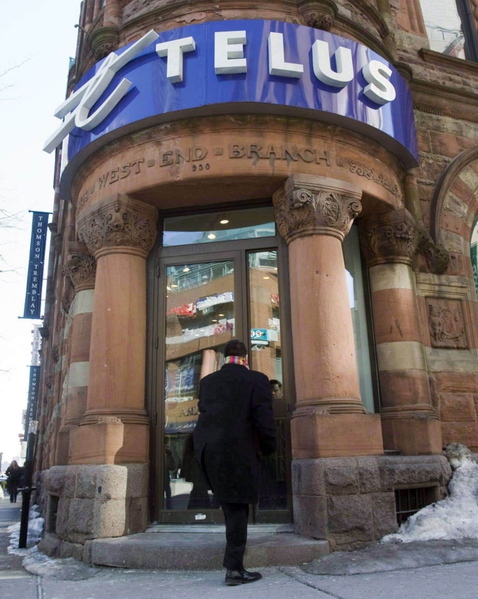 """«Cette décision témoigne de notre volonté de miser sur notre stratégie distinctive """"Le client d'abord""""», a affirmé dans un courriel une porte-parole de Telus au Québec, Jacinthe Beaulieu."""
