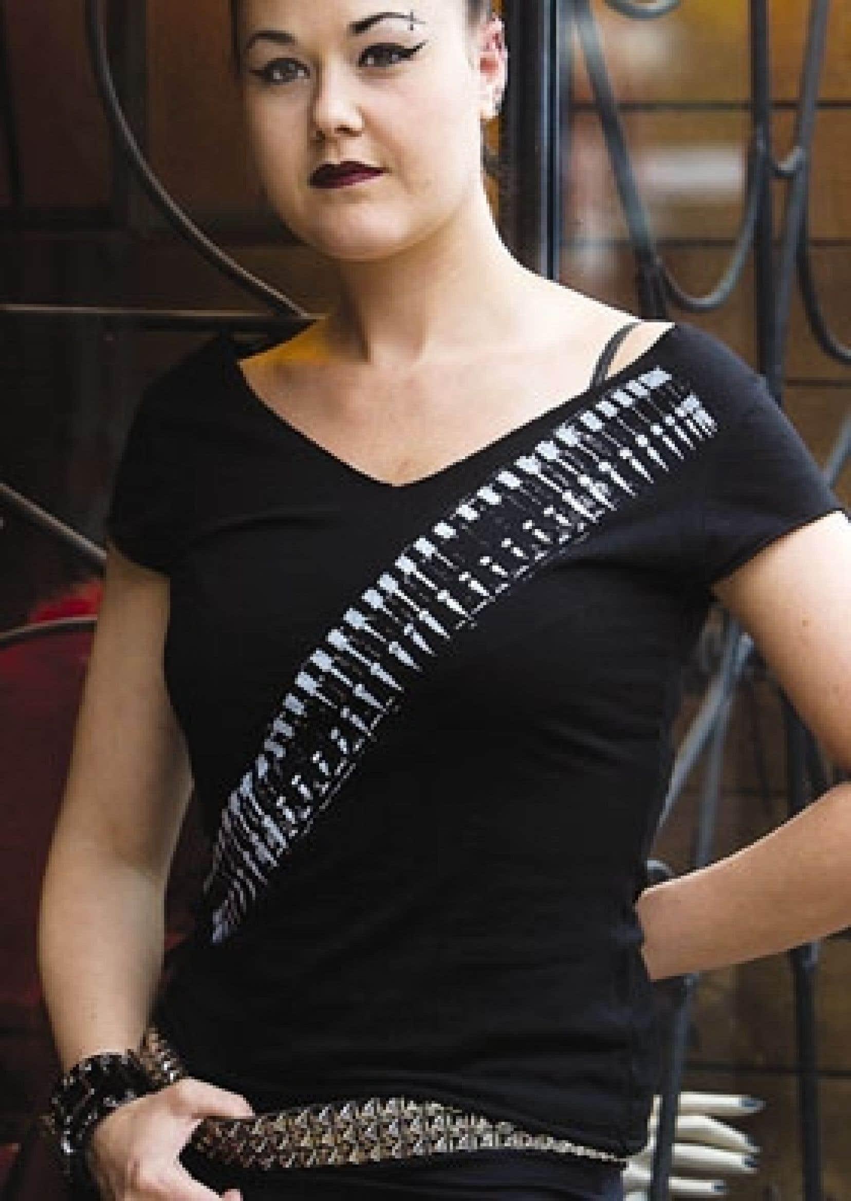 Stéphanie Hamel, qui travaille à la boutique Cruella, à Montréal, arbore le style gothique.