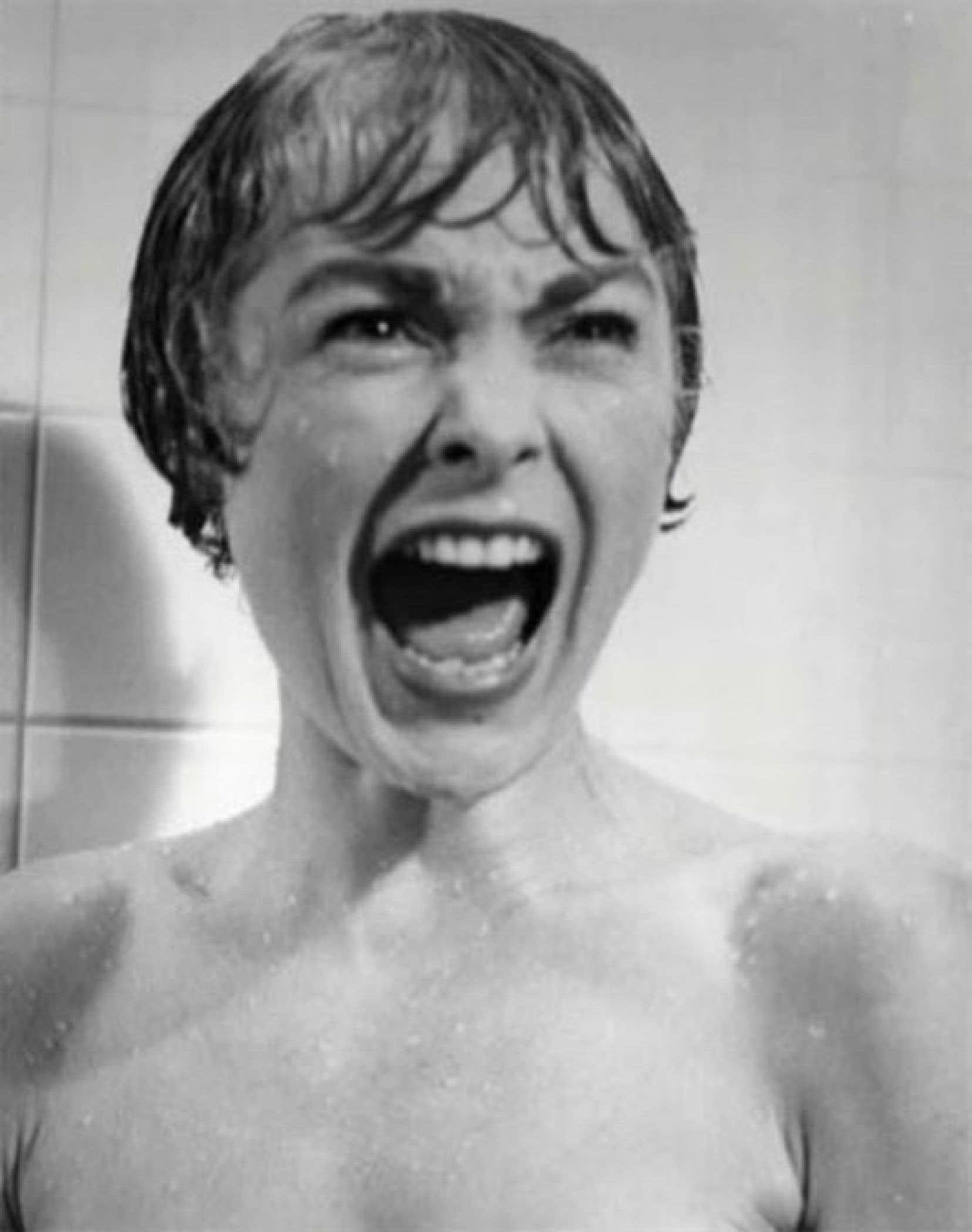 Une image tirée de la scène de la douche du film Psychose de Hitchcock.