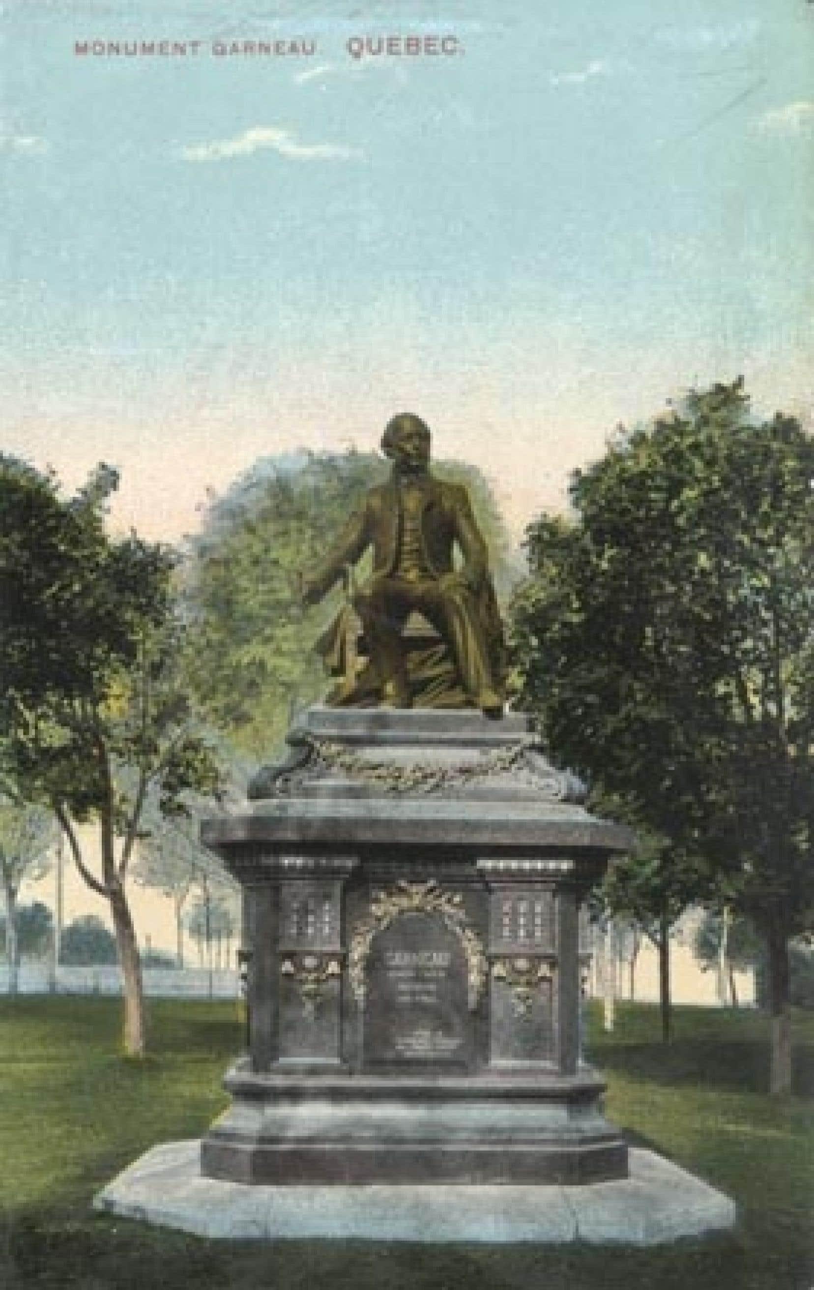 Carte postale illustrant le monument à François-Xavier Garneau, Québec, vers 1910