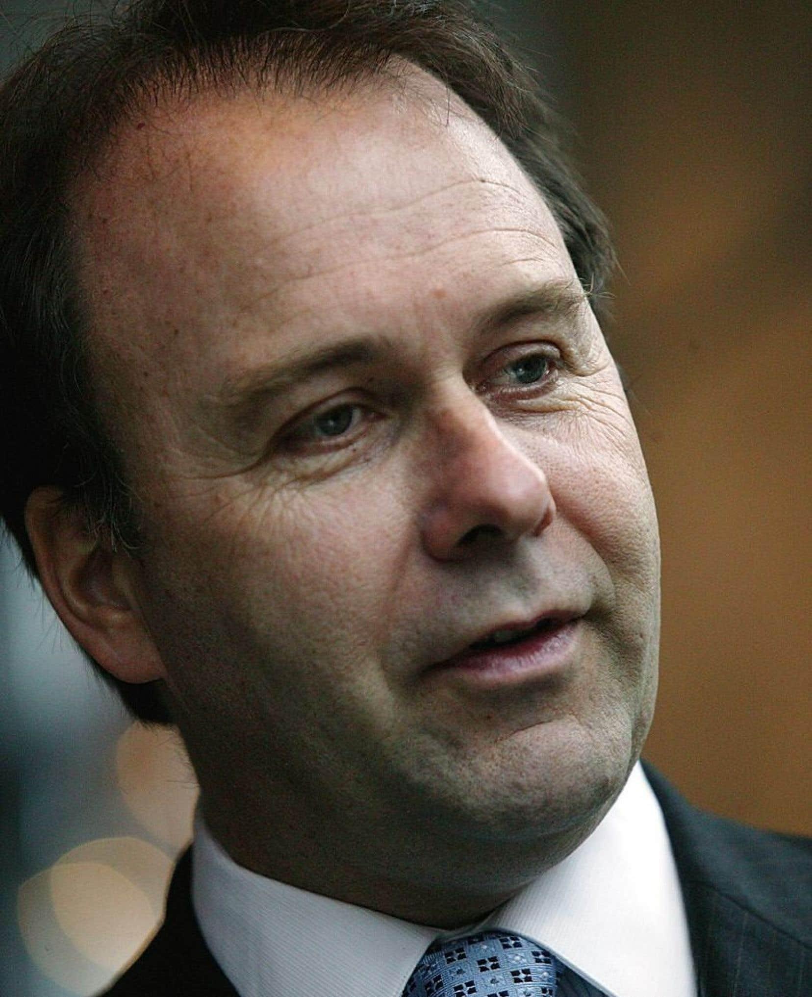 En froid avec les libéraux depuis plusieurs années, M. Bellemare a envoyé dimanche une lettre ouverte qui plaide «qu'il faut éviter de remettre les rênes du pouvoir au Parti libéral du Québec qui fait actuellement l'objet de nombreuses enquêtes criminelles».
