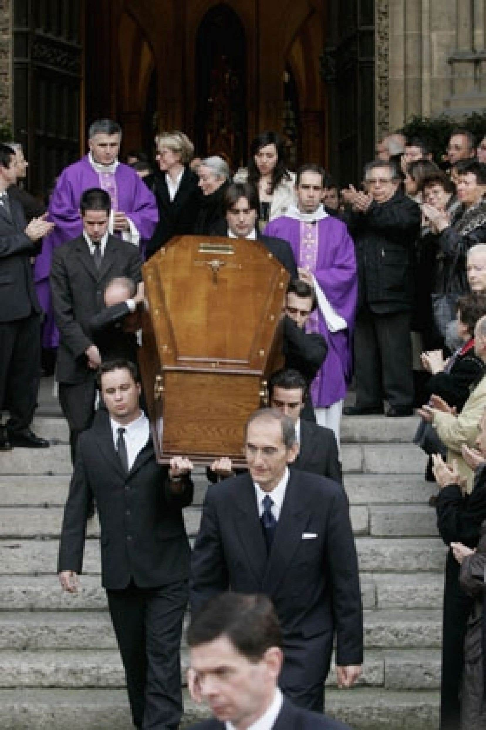 Paris - Un parterre de personnalités rend un dernier ...