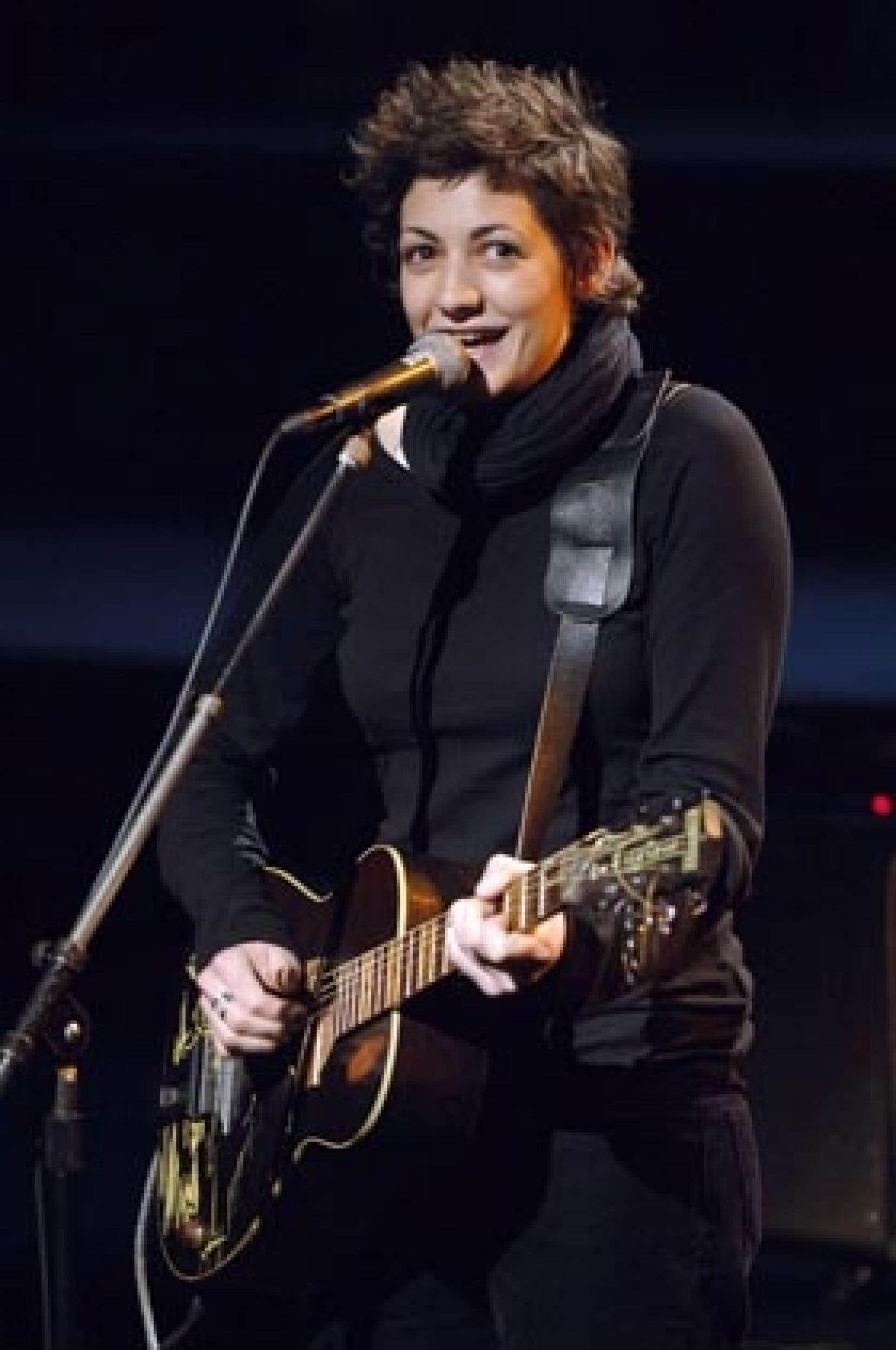 Coup de coeur l'année dernière, l'énergique chanteuse française MeLL sera de retour au Festival, qui s'en est amouraché.