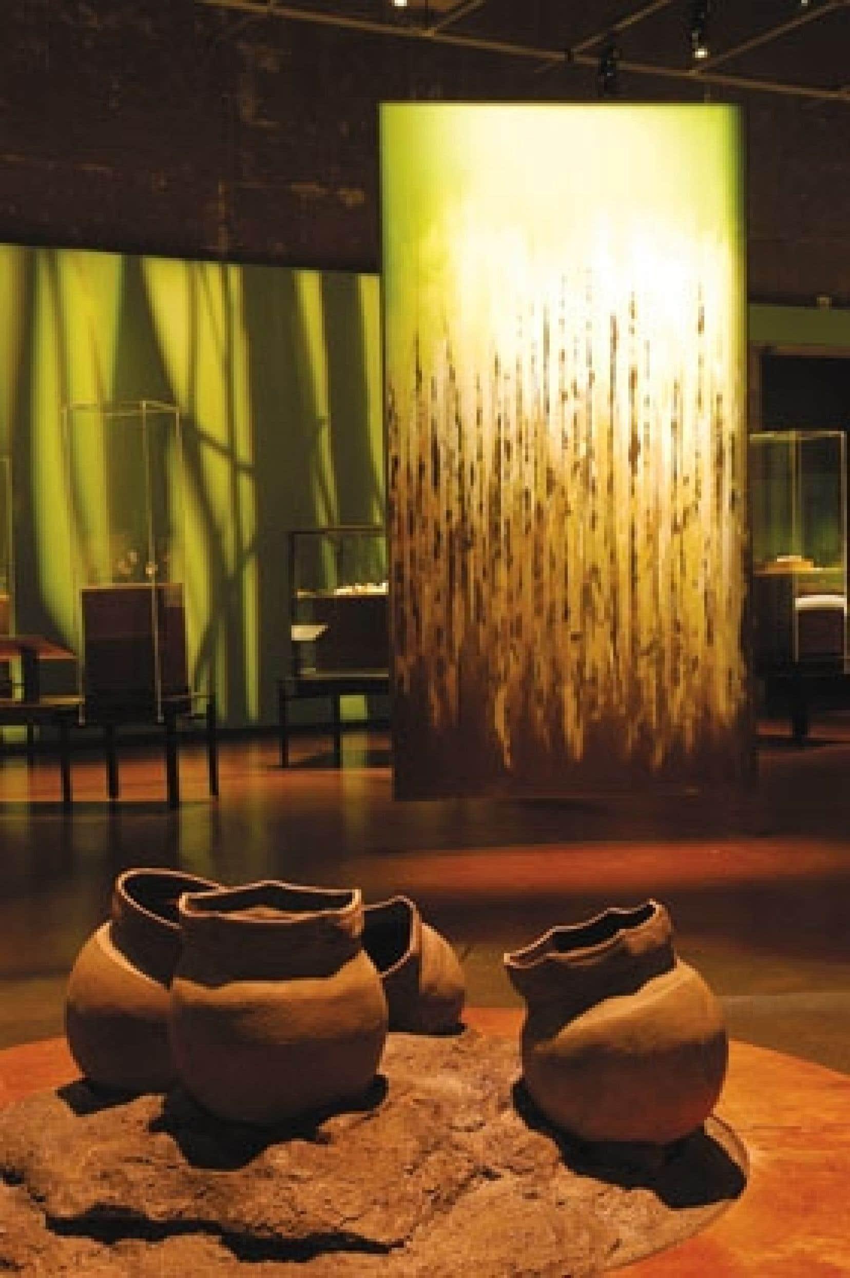 Grâce aux artefacts, on apprend à connaître la société iroquoienne matrilinéaire, dont les villages et campements s'étalaient autrefois depuis le lac Ontario jusqu'au Saguenay.