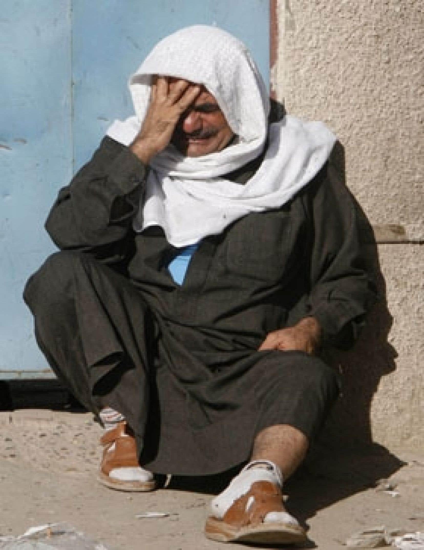 Un Irakien pleurait hier la mort de son fils.