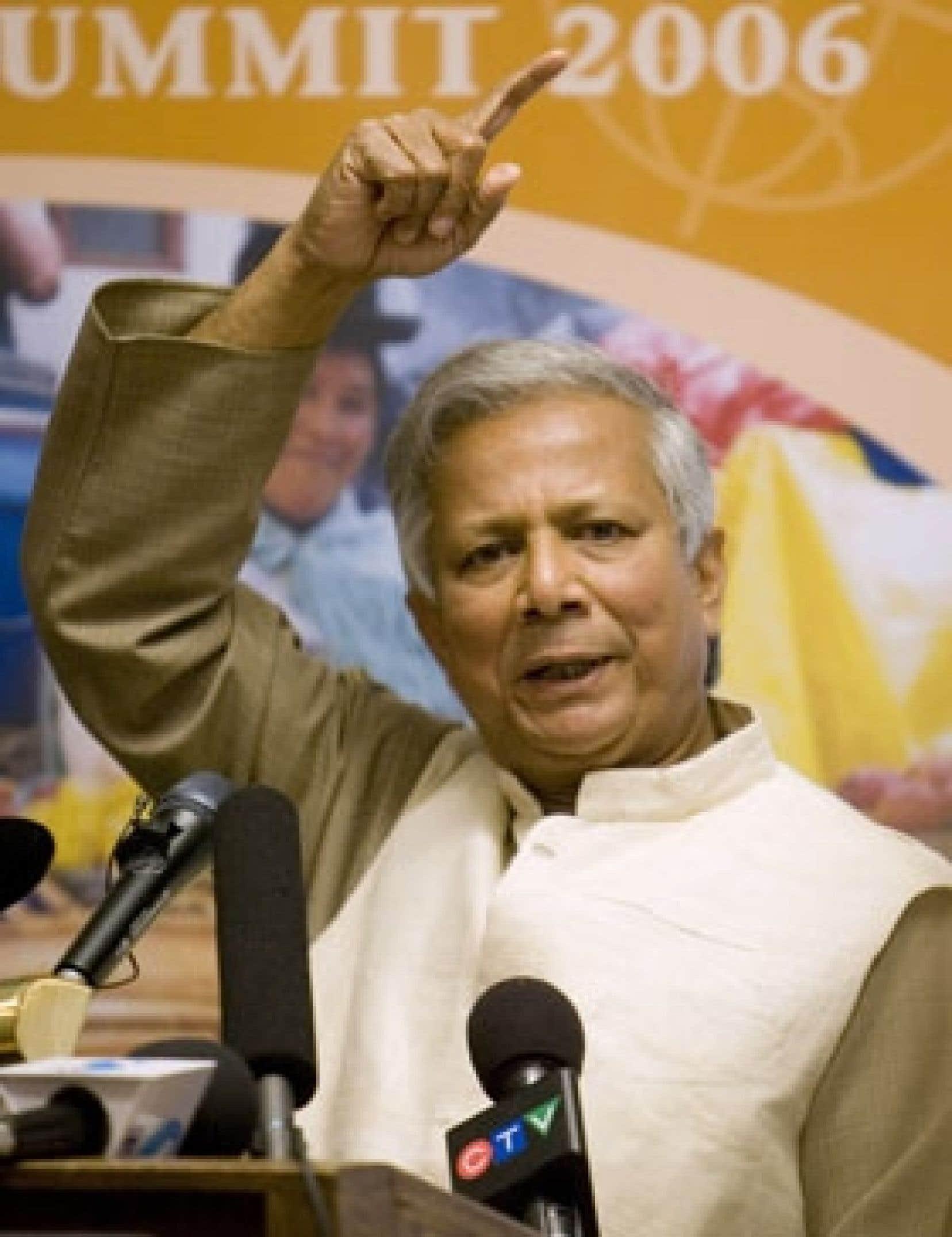 Le Bangladais Muhammad Yunus, connu dans son pays commele«banquierdes pauvres», veut que la Banque mondiale aide plus directement les pauvres.