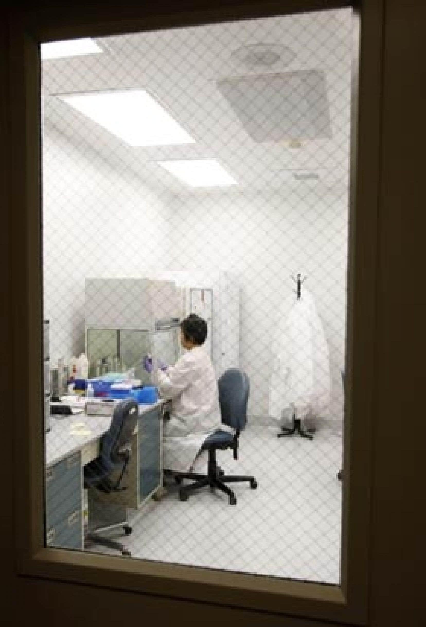 Pour le Dr Yves Robert, secrétaire du Collège des médecins, «les pathologistes n'ont pas liens directs avec les patients mais ils en ont avec les internistes, les cancérologues qui ont besoin de leur expertise pour pouvoir opter pour un traitement