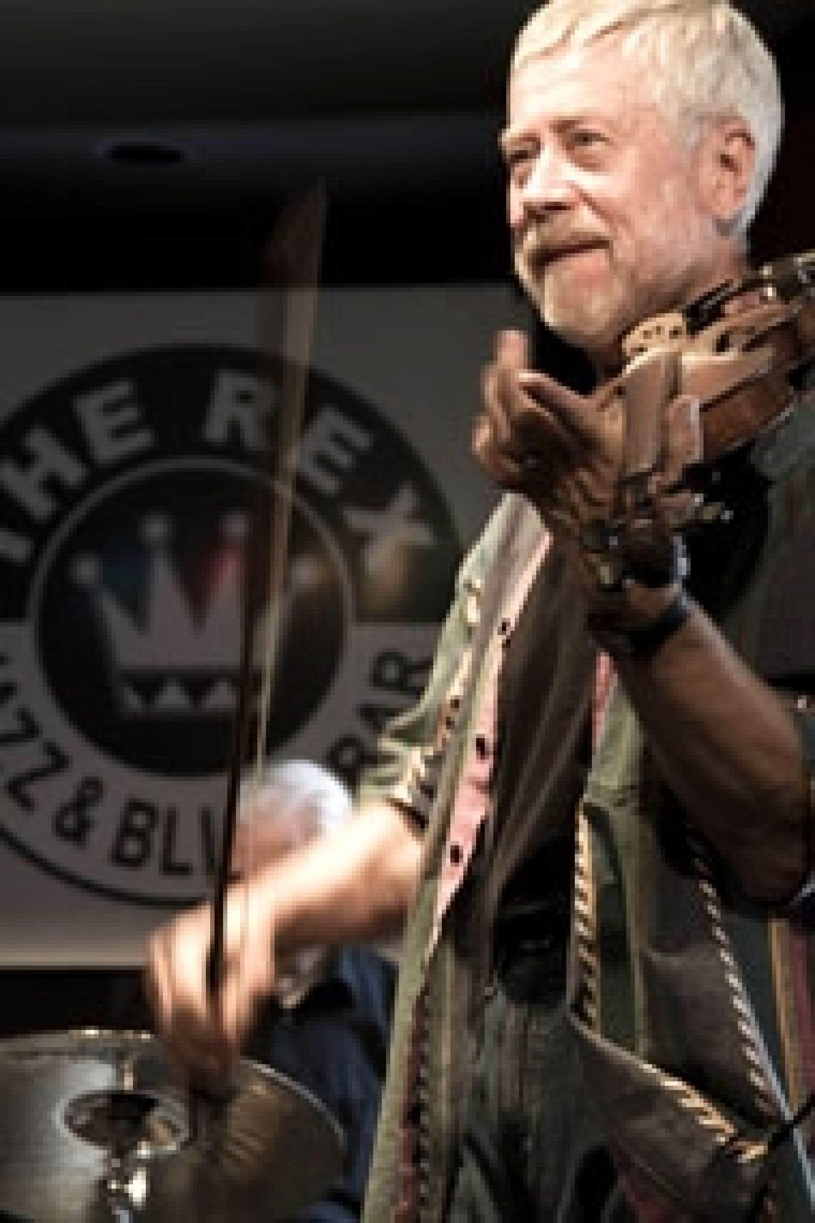 Jazz convivial au bar The Rex, un standard de la rue Queen. Source: Claude André