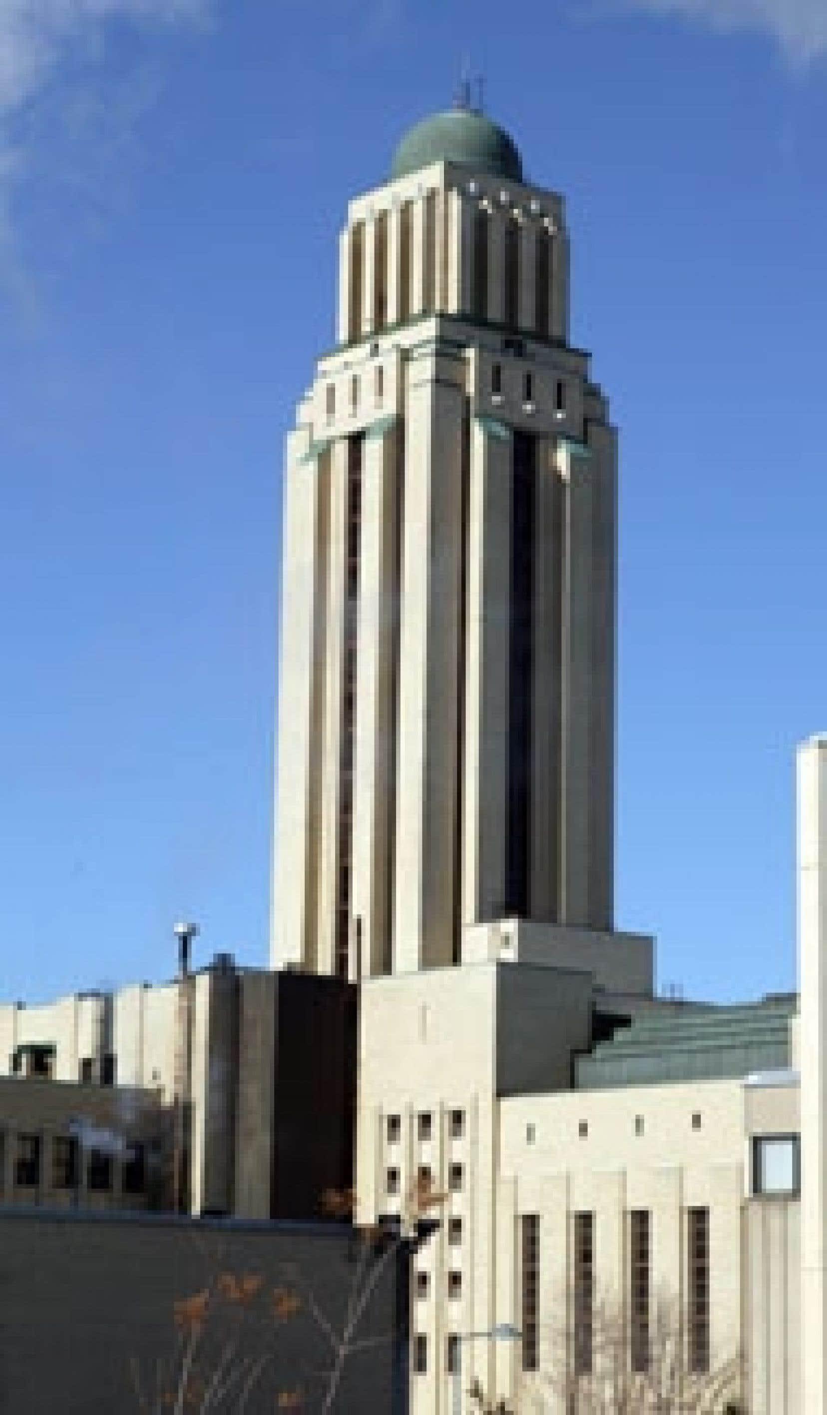 En voulant recruter de nouveaux chercheurs, l'Université de Montréal risque d'en perdre certains qu'elle a déjà à son emploi.
