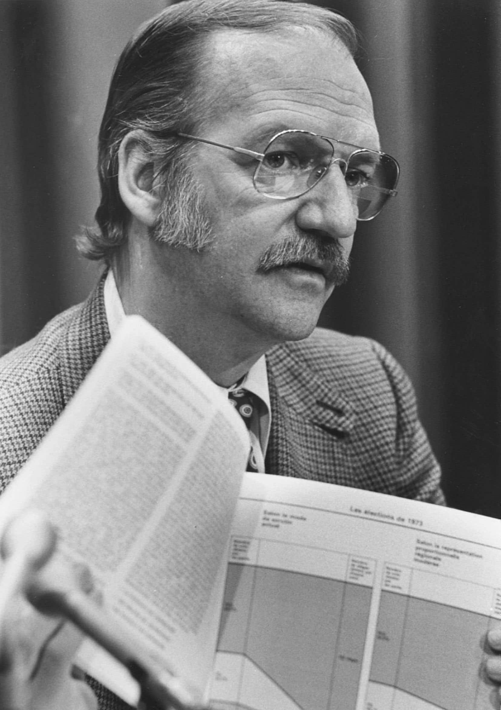 Robert Burns à l'époque où il pilotait la Loi sur le financement des partis politiques.