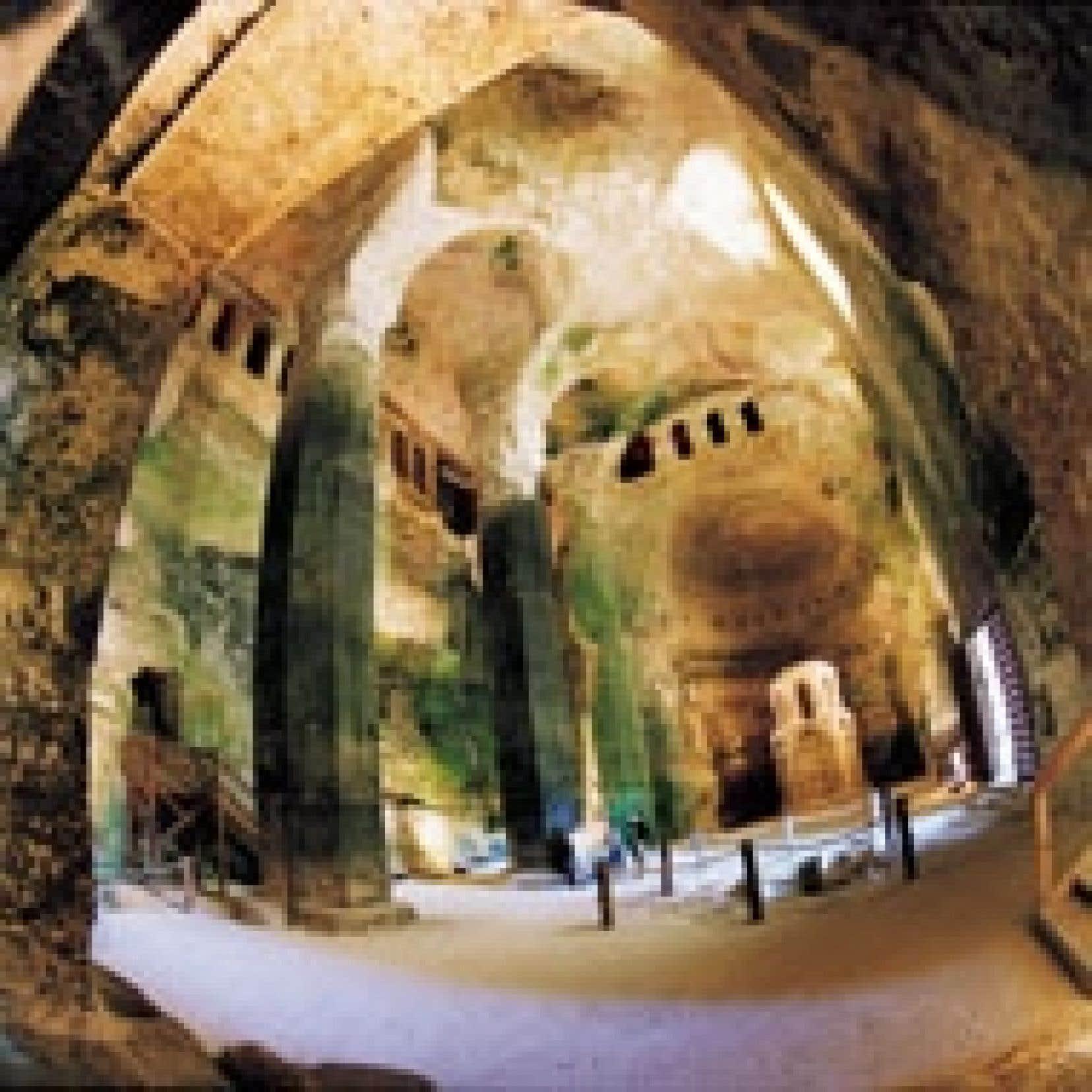 L'église souterraine Saint-Jean, la plus grande d'Europe. Difficile de rester indifférent à cette incarnation verticale de la ferveur et de la foi, à ce témoin de l'histoire et de divers cultes. Ici, le temps prend d'autres sens. Source: Le