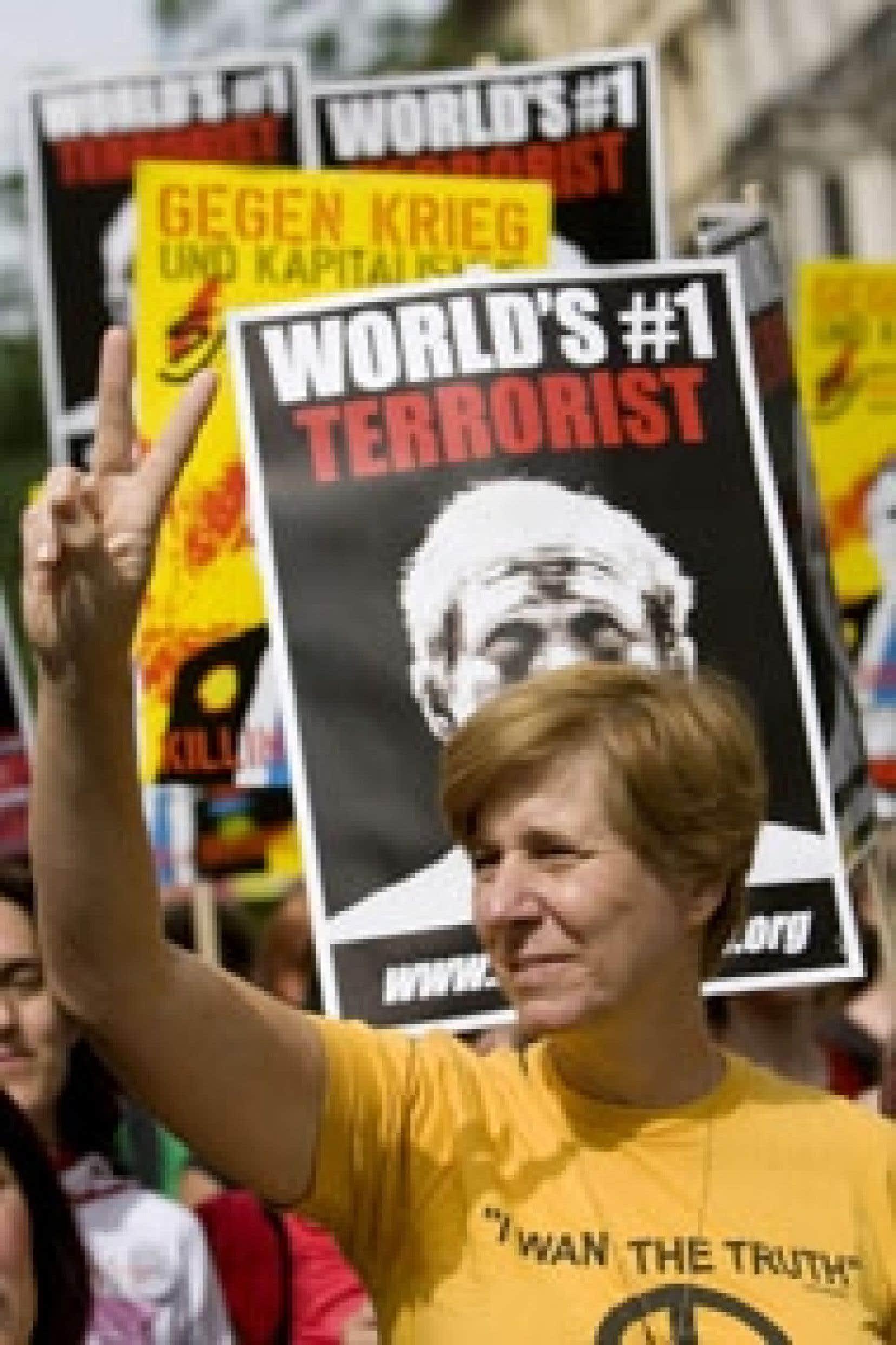 «Nous avons manifesté, organisé des veillées, démarché le Congrès, campé devant le ranch [du président] Bush, nous sommes même allés en prison, maintenant il est temps de faire plus», a expliqué Cindy Sheehan, photographiée ici à Vienne, e