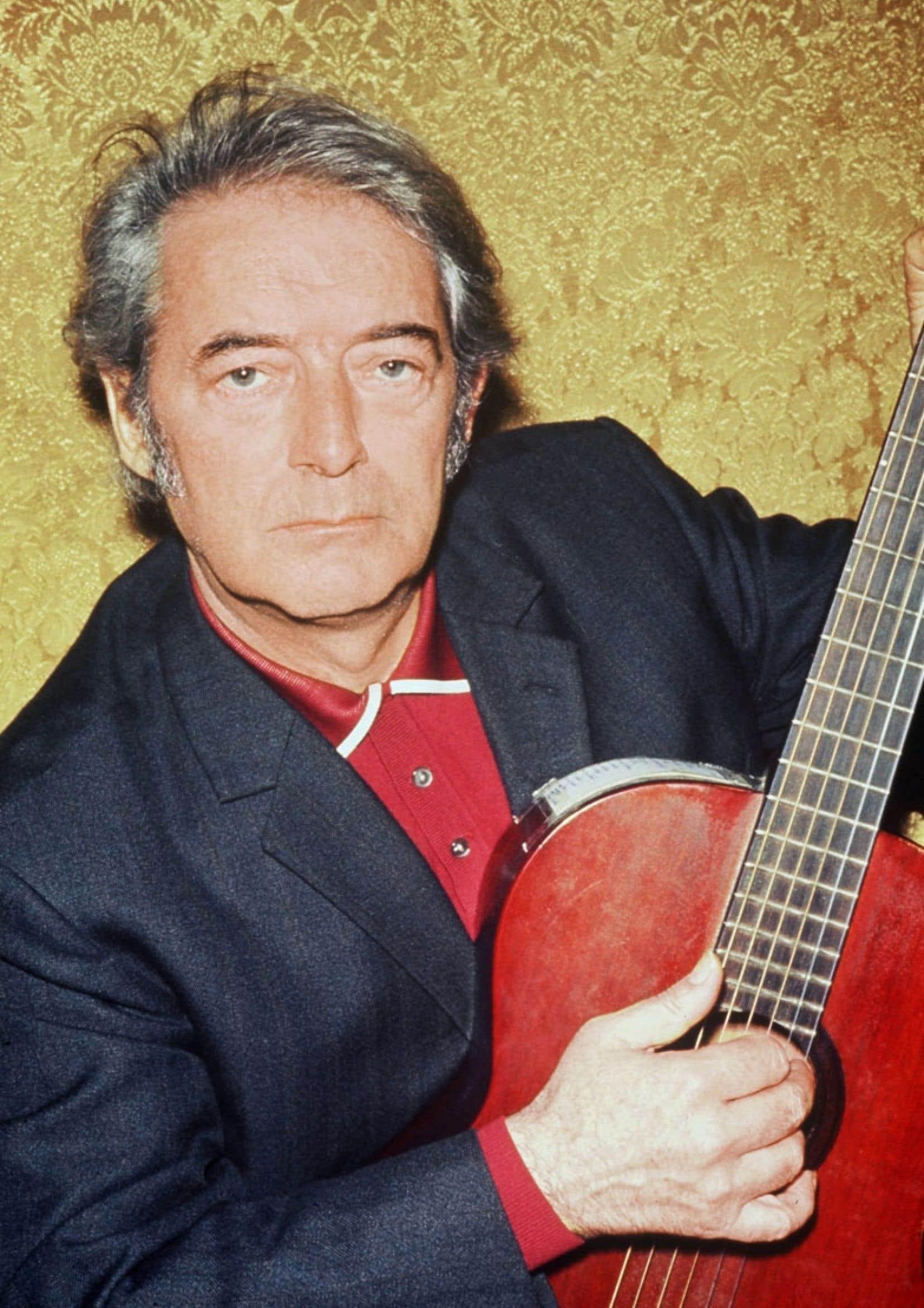 Photo de Félix Leclerc prise en février 1971 lors de la première de son tour de chant au théâtre de Bobino à Paris.