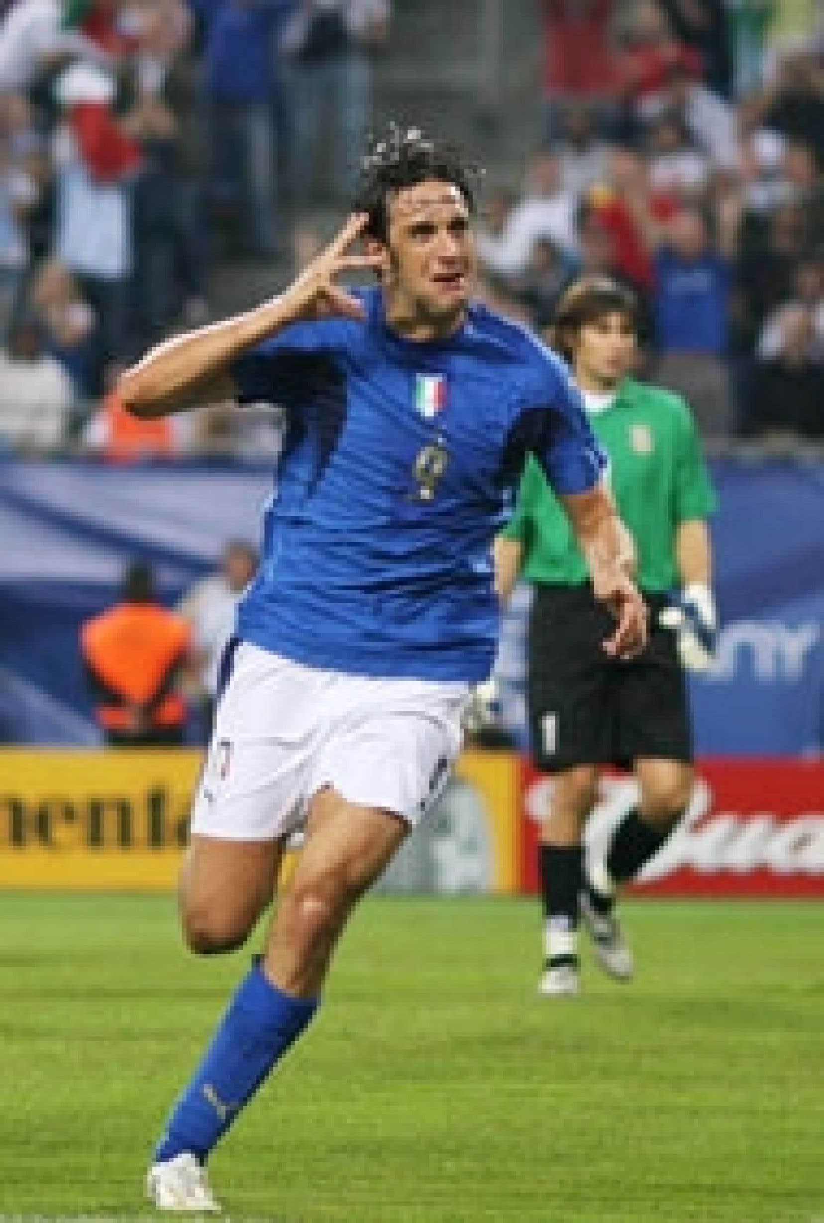 L'attaquant italien Luca Toni a enfin justifié son titre de meilleur buteur européen en marquant ses deux premiers buts au Mondial 2006 lors de la large victoire de la Squadra Azzurra devant l'Ukraine (3-0) en quart de finale, hier à Hambourg.