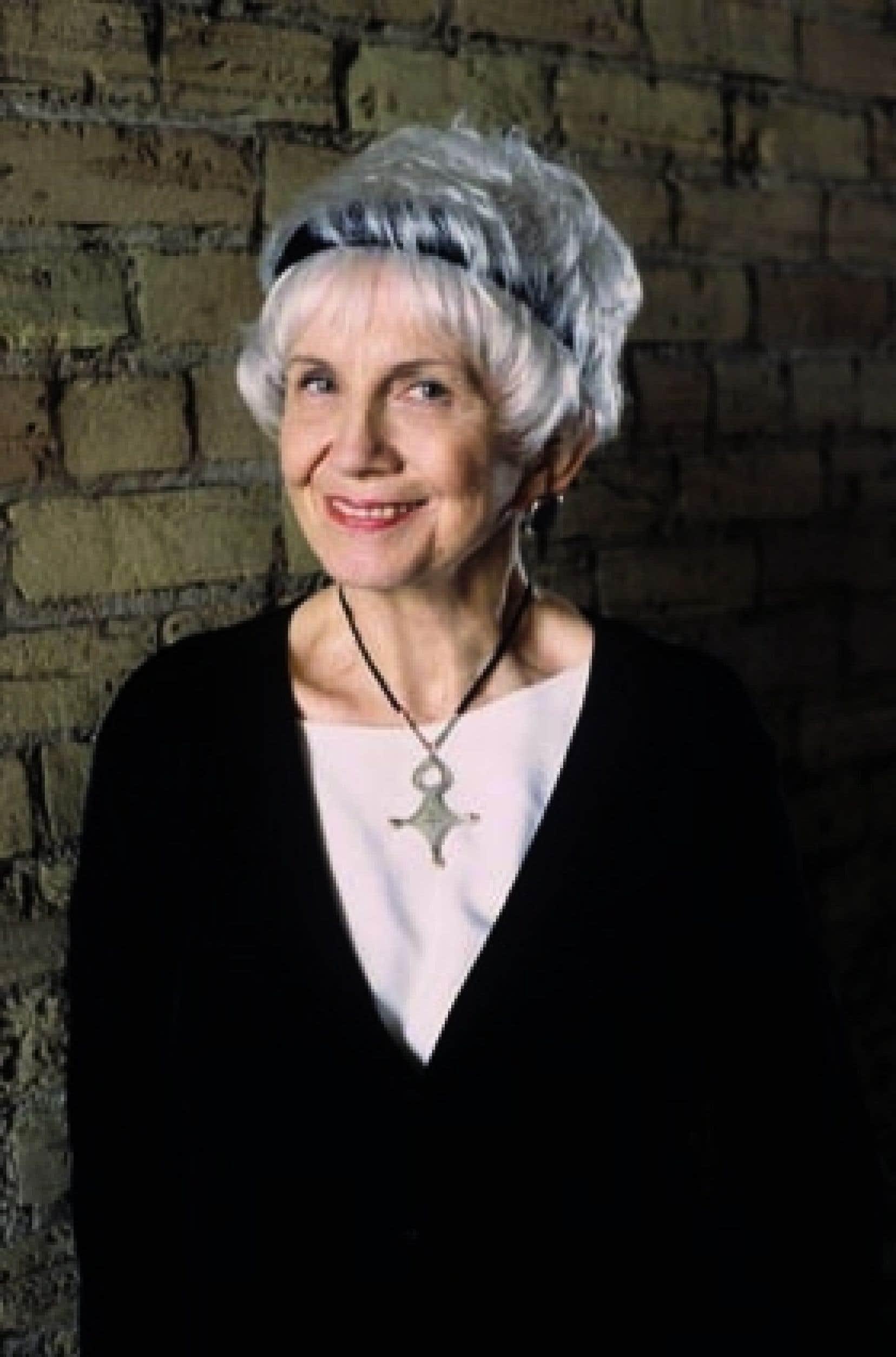 Le prochain recueil de nouvelles d'Alice Munro, Too Much Happiness, sera publié en octobre 2009.