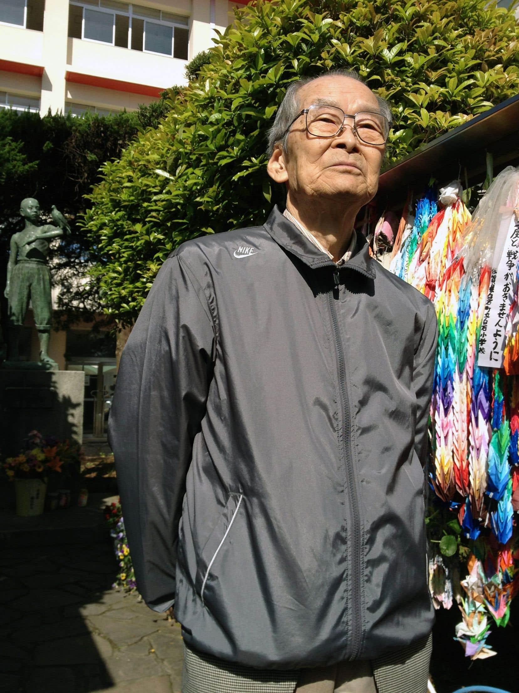 Tsukasa Uchida avait 15 ans lorsque l'école Shiroyama de Nagasaki, derrière lui, a été soufflée par la bombe atomique.