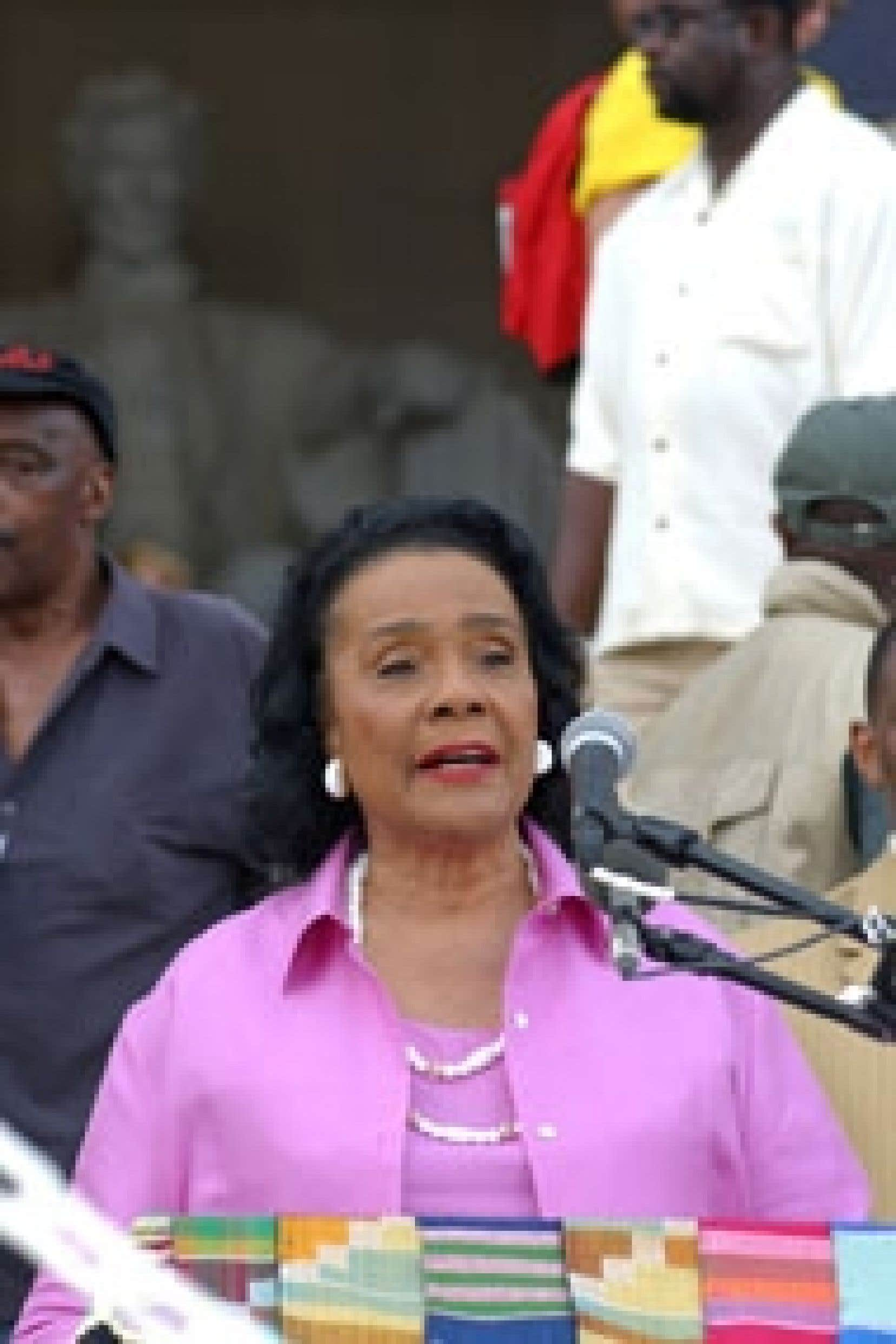Coretta Scott King lors d'un discours en 2003. Condoleezza Rice, originaire d'Alabama, comme Mme King, a pleuré la perte «d'une championne des droits de l'homme».