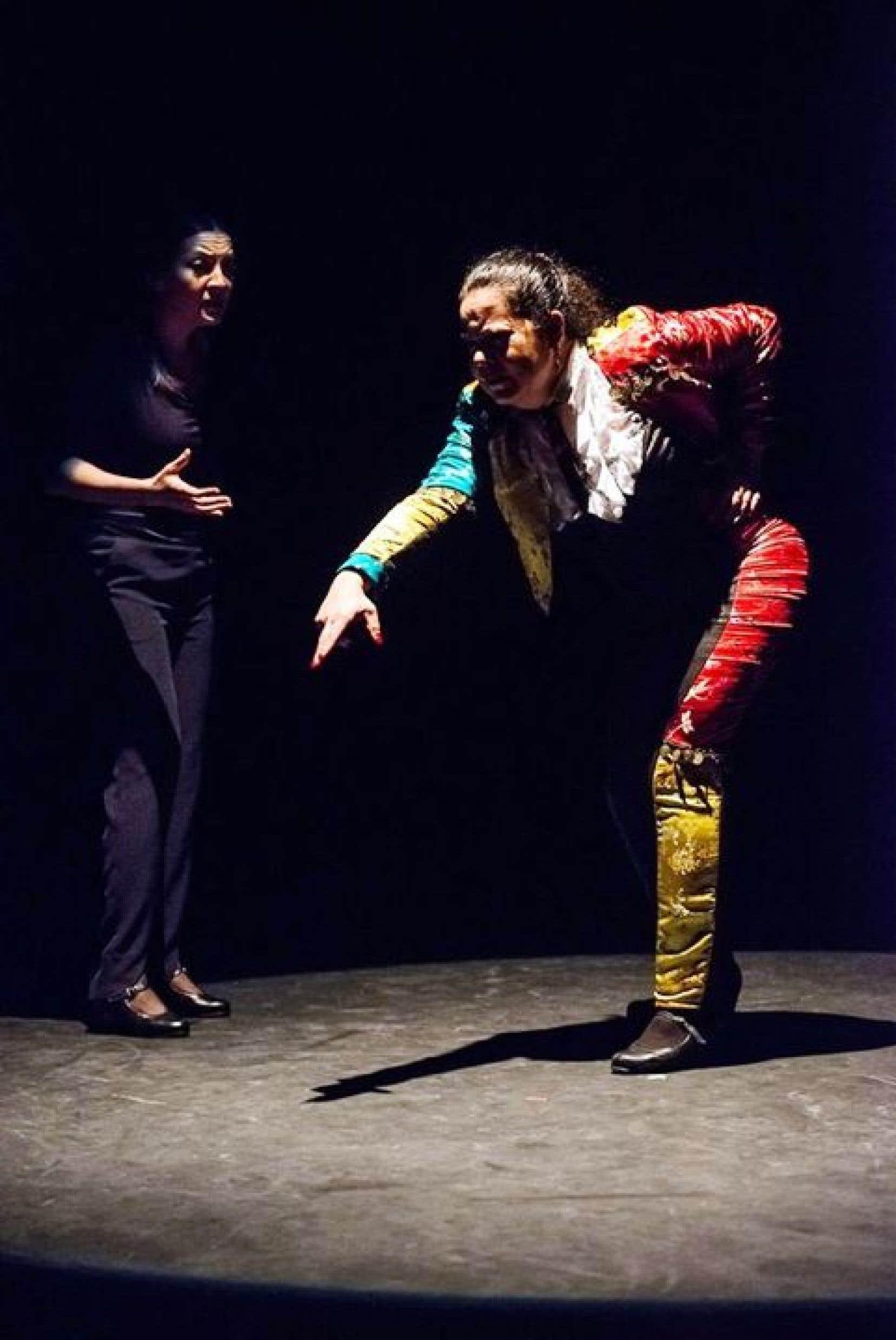 Carmen Romero habillée en torero a offert une chorégraphie a palo seco où le rythme affolant et hypnotique des mains et des pieds seyait parfaitement à ce duel feint entre le taureau et le matador.