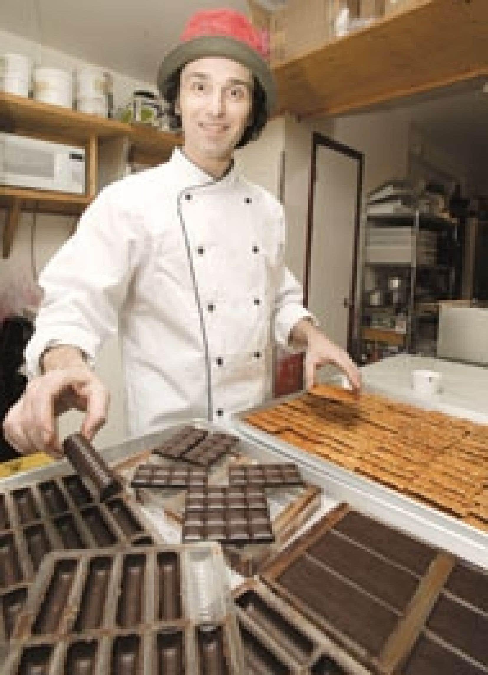 Le pâtissier-chocolatier Frank Dury Pavet dans sa boutique Fous Desserts, avenue Laurier à Montréal.