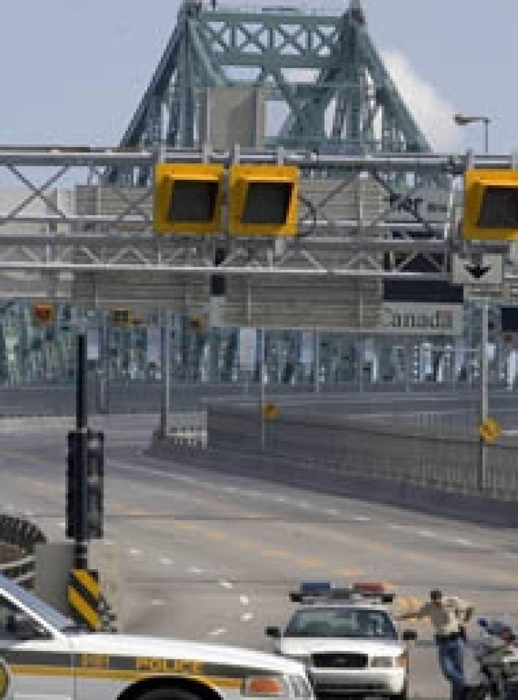 Le pont Jacques-Cartier a été fermé durant toute la journée hier, un homme ayant décidé d'escalader la structure métallique pour donner plus de visibilité au mouvement qu'il représente, Fathers 4-Justice. Les automobilistes qui venaient de l