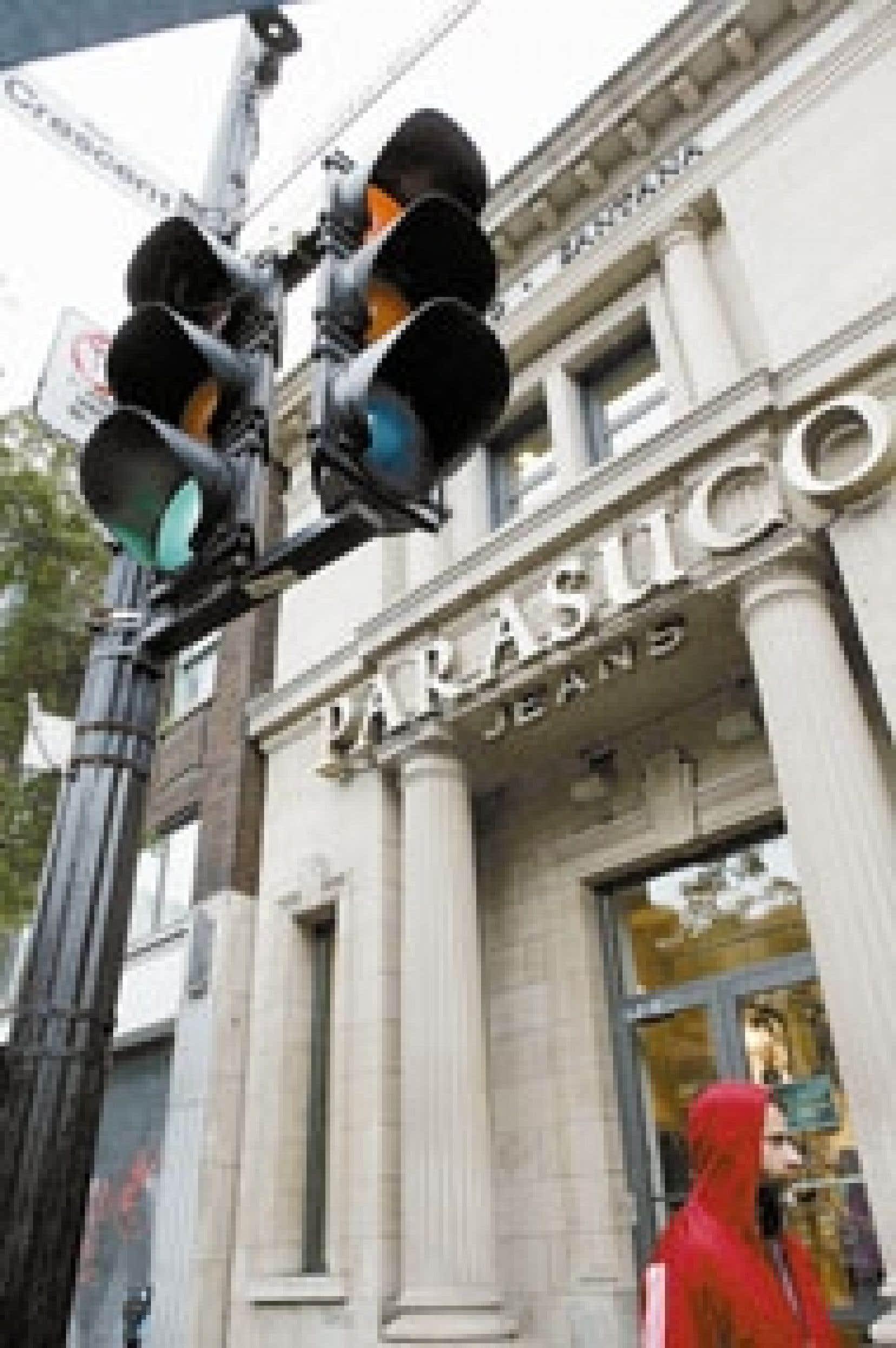 Un magasin Parasuco, angle Crescent et Sainte-Catherine, à Montréal. Le designer et détaillant de vêtements montréalais serait sur le point de déménager son quartier général à Los Angeles ou encore en Italie.