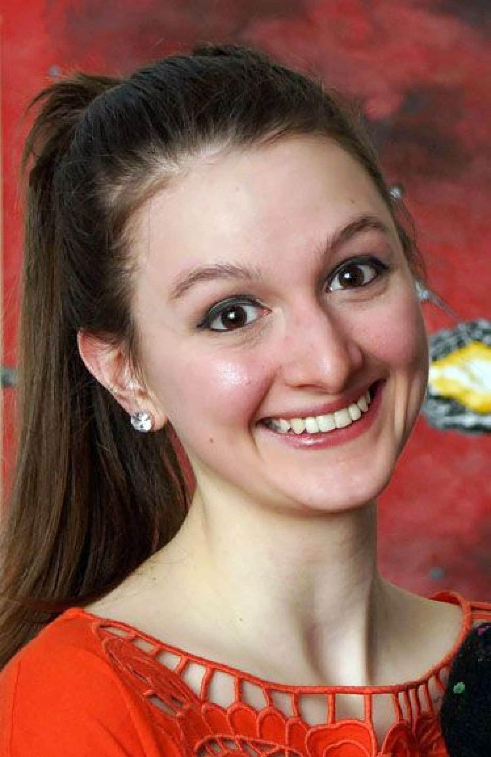 Le passage de Julie Bouliane à l'école primaire a été difficile. Aujourd'hui, âgée de 25 ans, elle est étudiante à la maîtrise en ressources humaines à l'École des sciences de la gestion de l'UQAM. Elle envisage le doctorat.