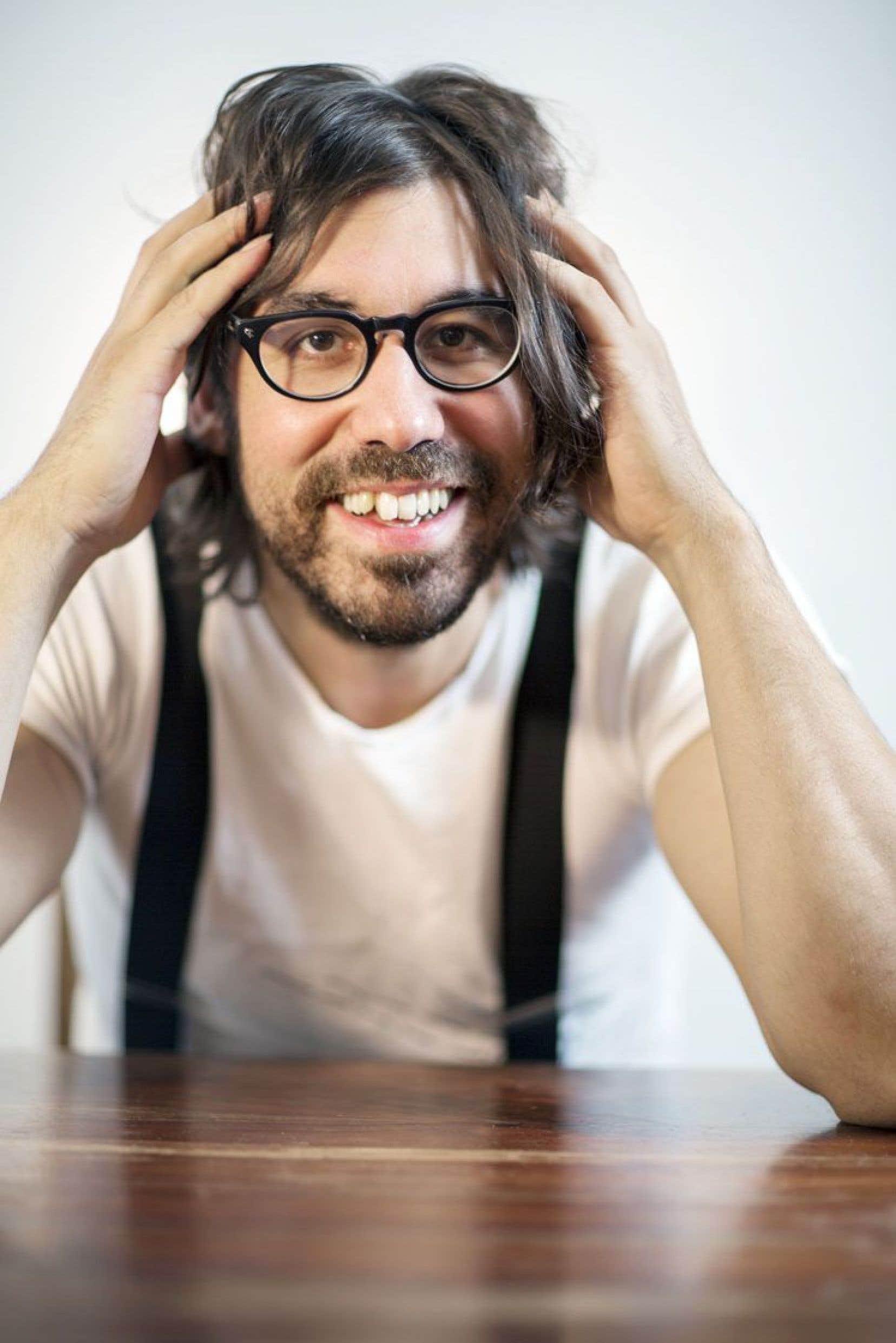 Julien Sagot livre douze nouvelles chansons denses, colorées et rythmées.