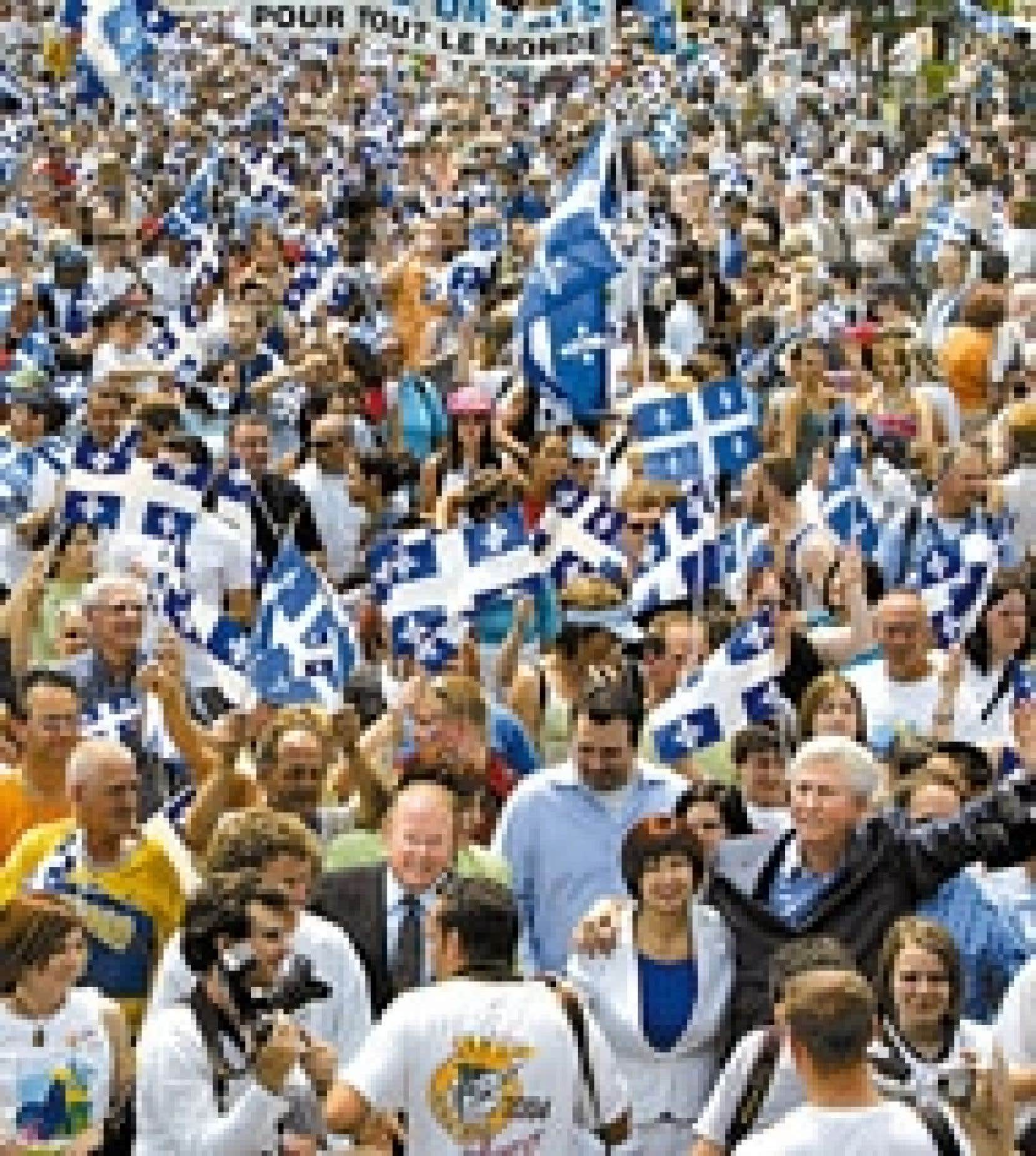 Participation nombreuse hier au défilé de la Fête nationale dans le Vieux-Montréal, où sont allés parader Bernard Landry, Gilles Duceppe et l'ensemble des candidats à la direction du PQ.
