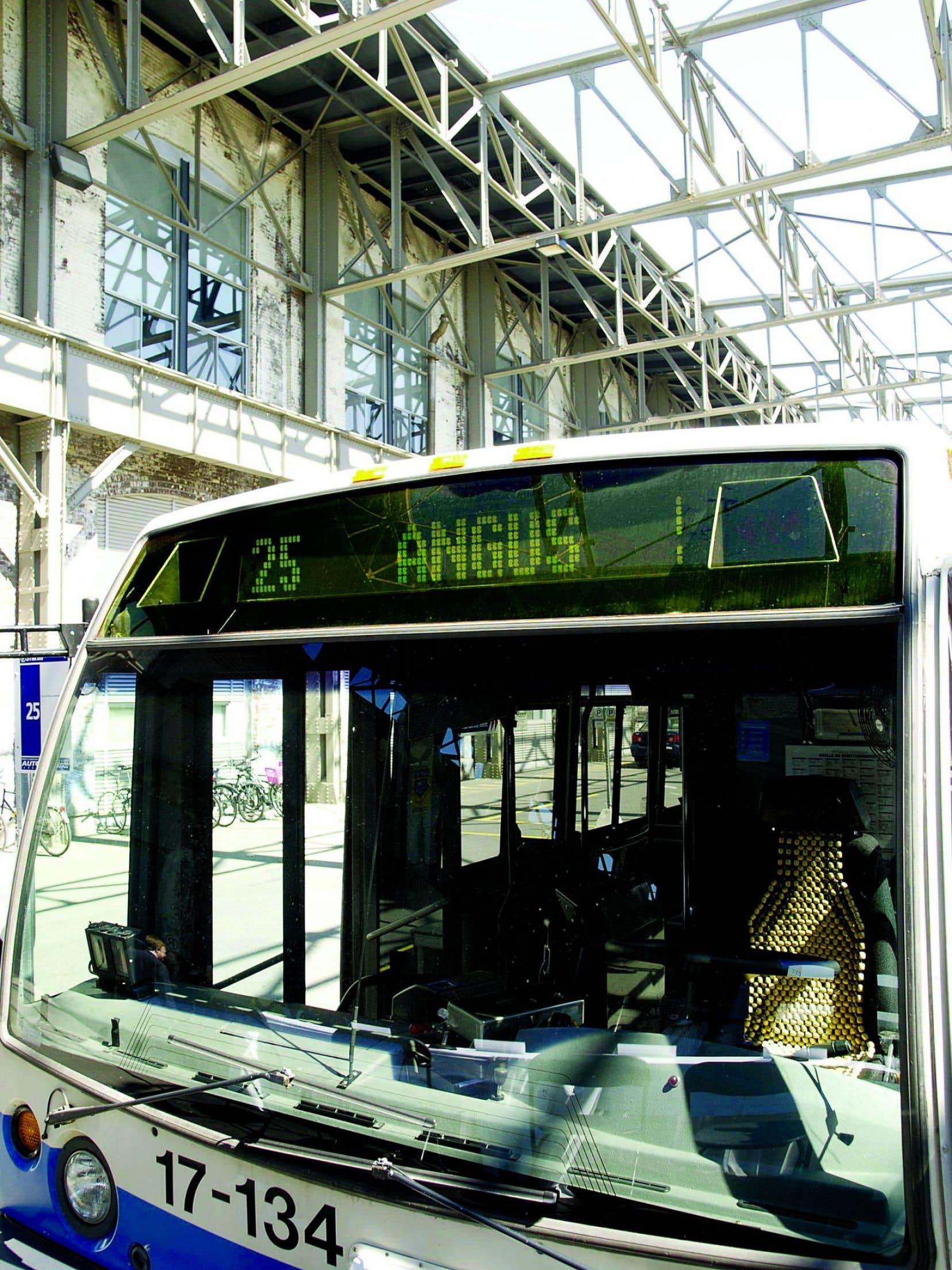 Le bus de la ligne 25, qui relie le Technopôle au métro Rosemont, ne passe qu'aux 28 minutes, et ce, seulement aux heures de pointe.