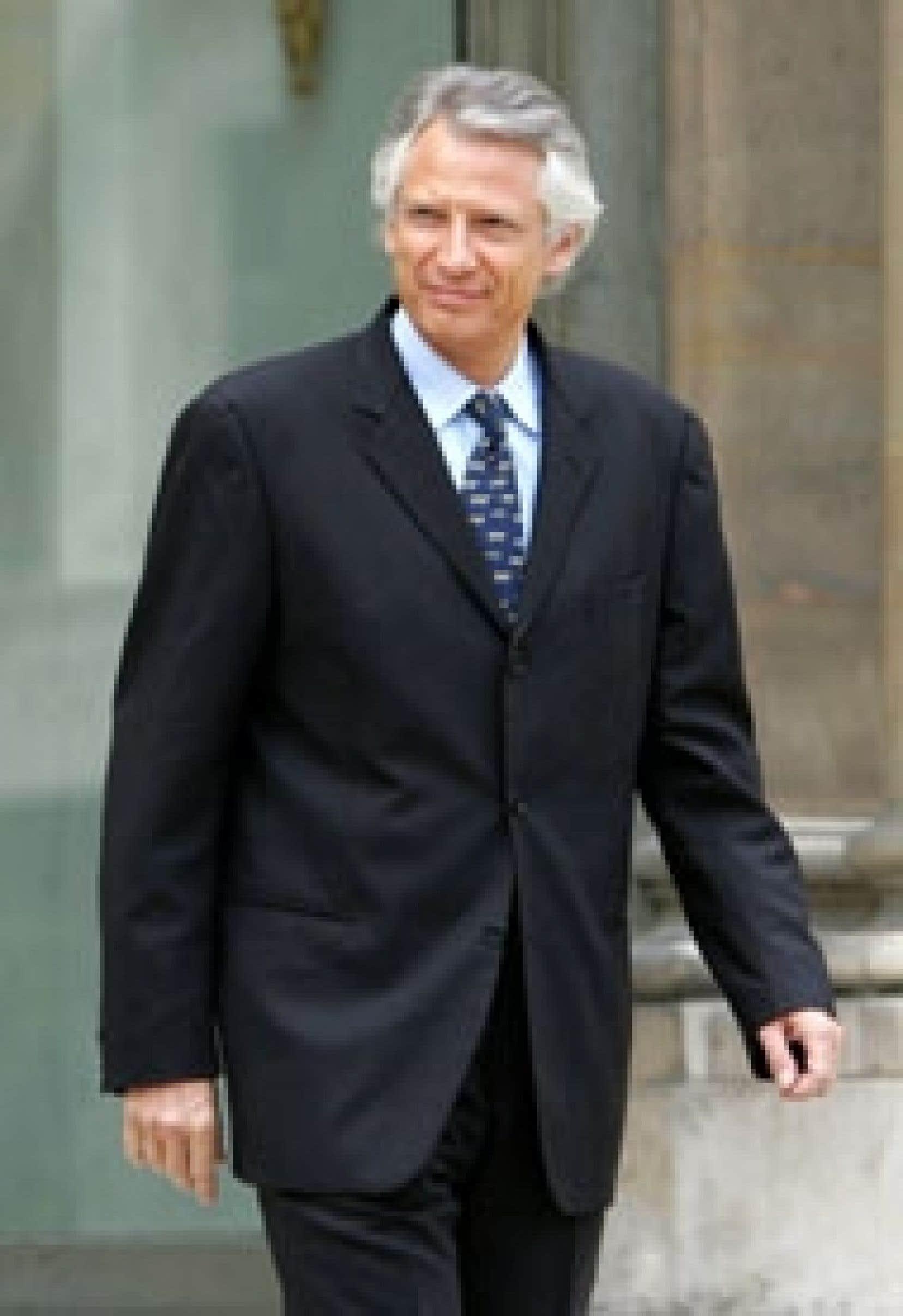 Dominique de Villepin hier, à sa sortie de la rencontre avec le président Jacques Chirac.