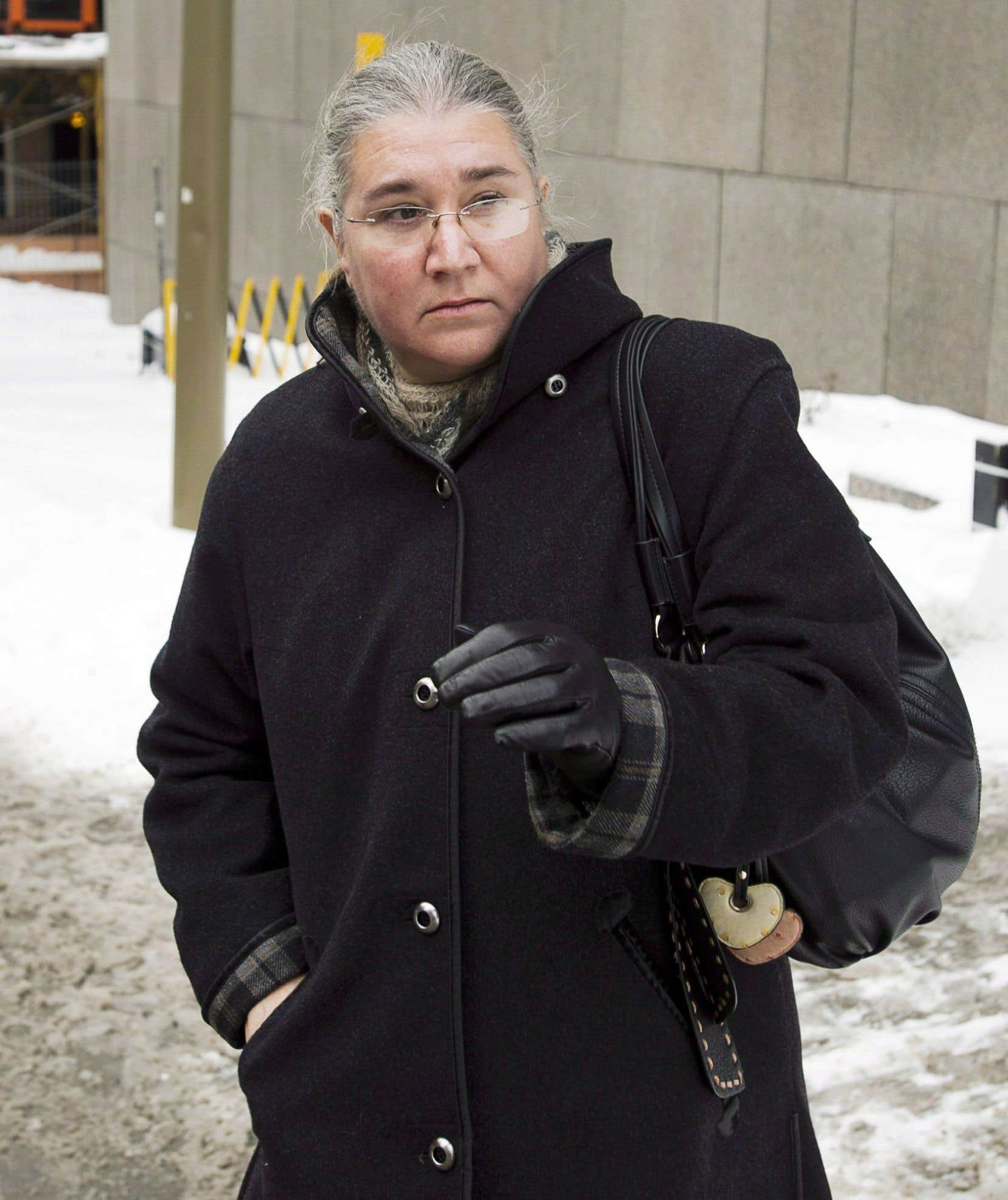 Pamela Porter à sa sortie du Palais de justice de Montréal, en 2013.