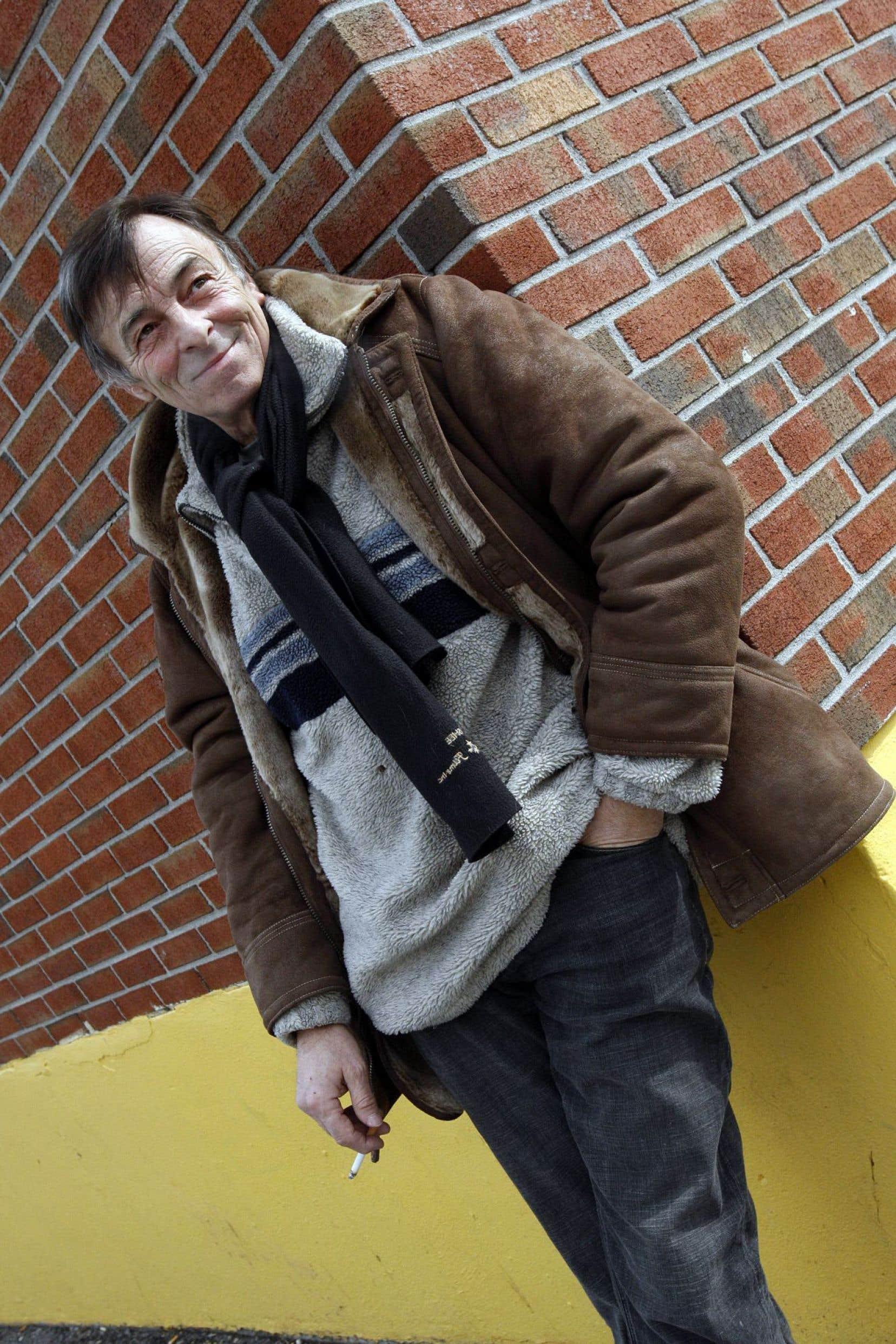 Dès janvier, Robert Lalonde met en scène un écrivain dans À l'état sauvage.