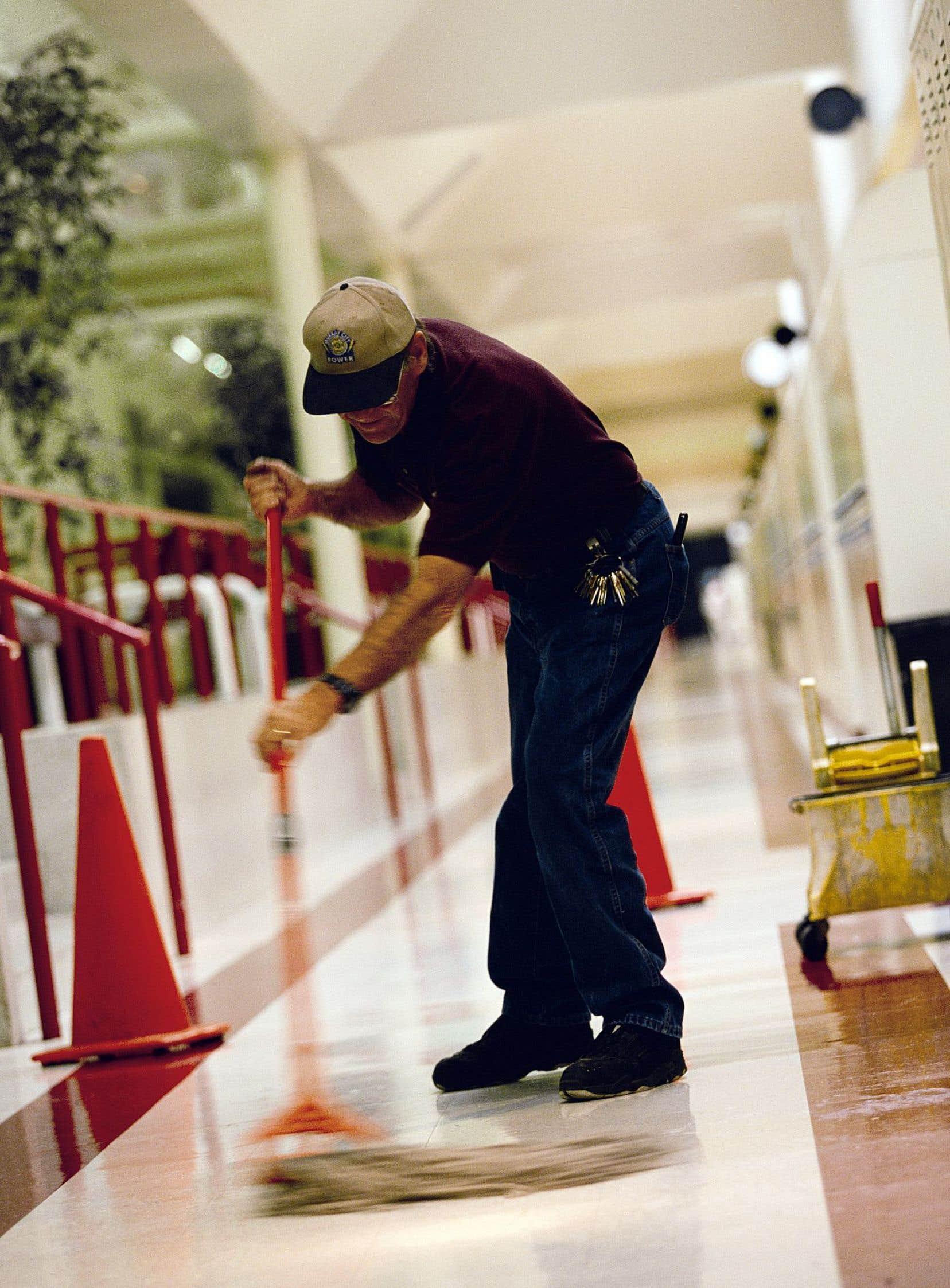 Une certaine démoralisation est observée chez les travailleurs du milieu scolaire.