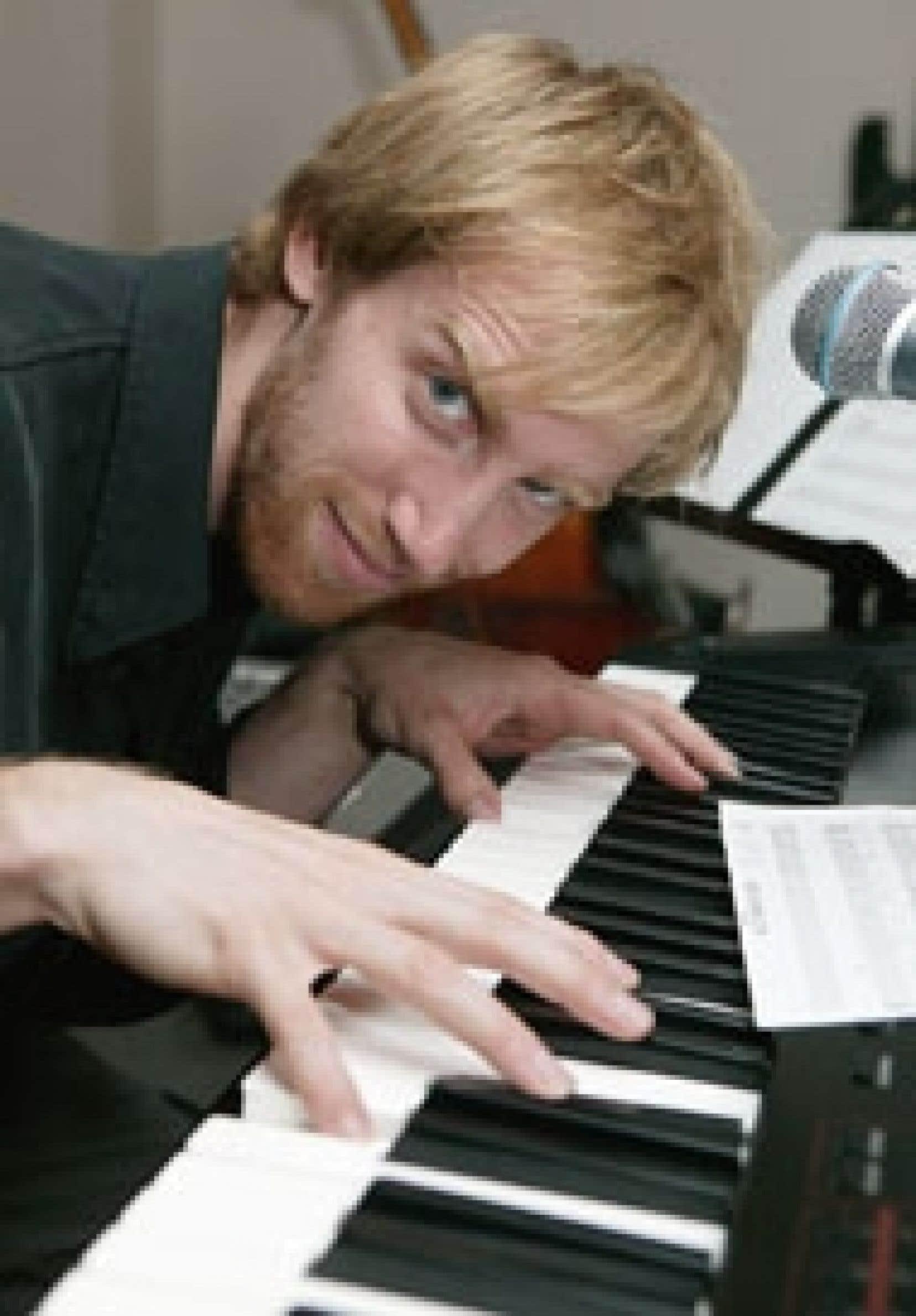 Lauréat en tant que compositeur au Festival en chanson de Petite-Vallée en 2003 et à titre d'auteur-compositeur-interprète à Ma première Place des Arts en 2002, Baptiste se produira sur la scène de la Nouvelle chanson, demain, en compagnie de qu