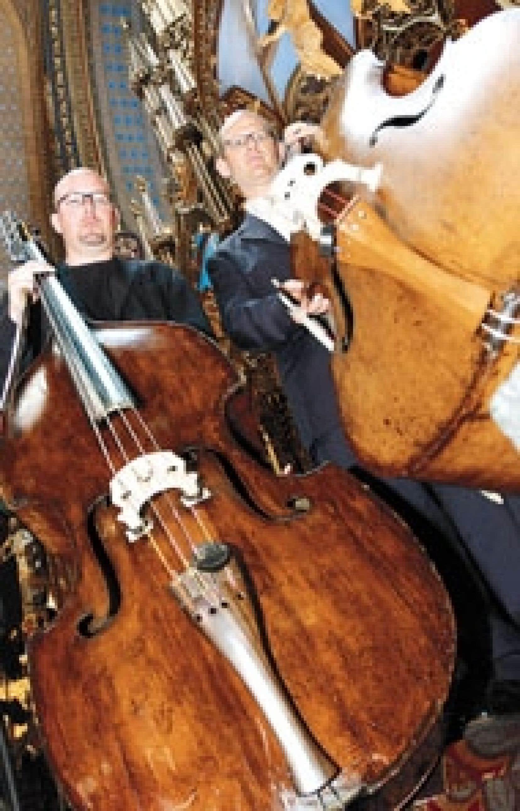 Les musiciens de l'Orchestre symphonique de Montréal, dont font partie Edouard Wingell et Scott Feitham, ont entrepris hier des moyens de pression contre l'administration de l'orchestre dans le cadre des négociations visant le renouvellement de l