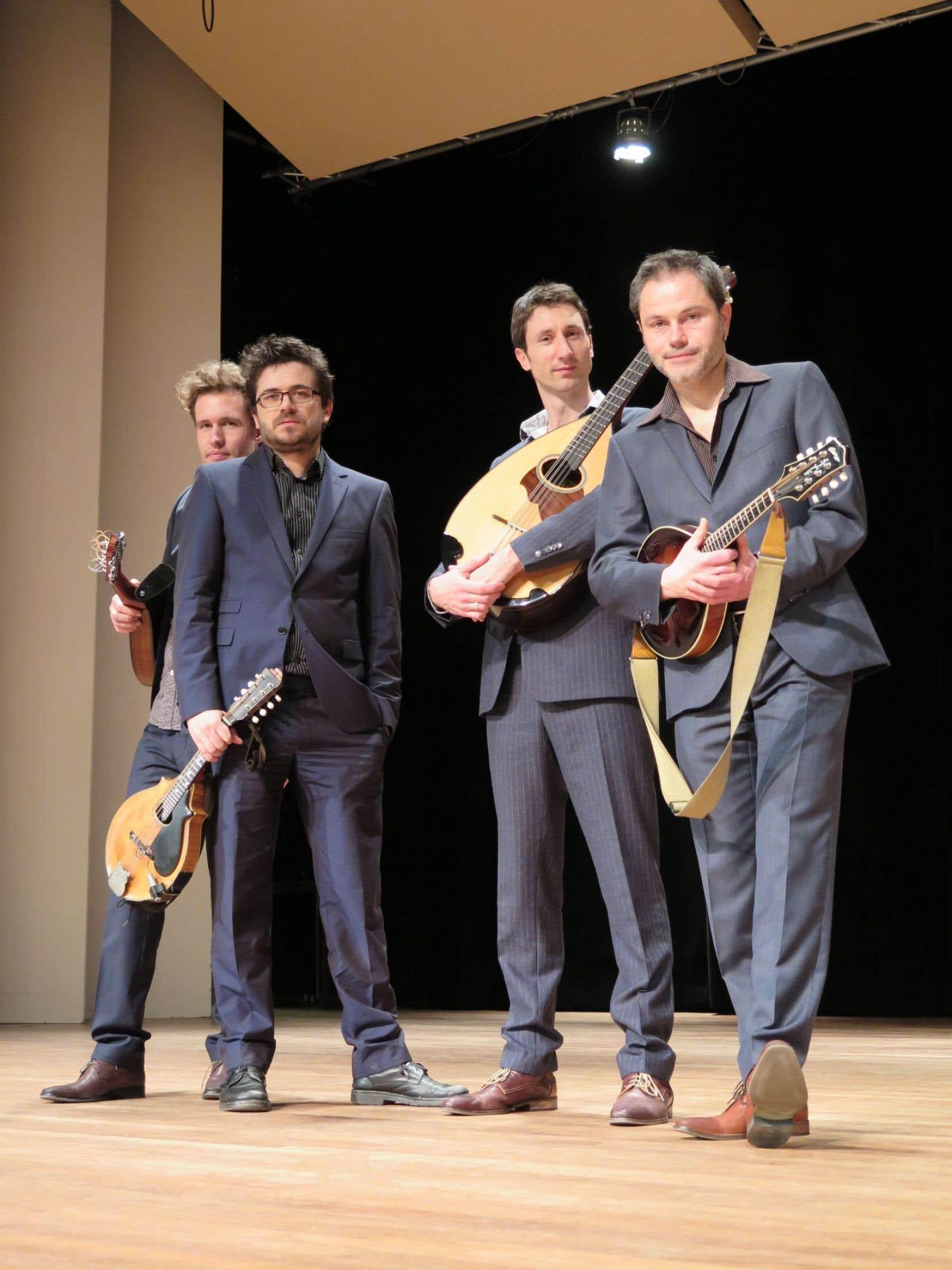 MANdolinMAN s'est constitué sur le modèle d'un quatuor à cordes avec deux mandolines qui occupent la fonction des violons, un mandocelle qui remplace le violoncelle et la mandole au lieu de l'alto.