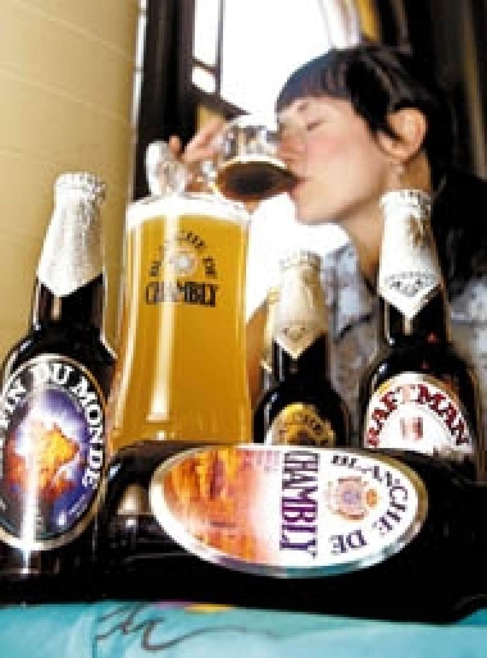 Une amatrice de bières fines, Lydia Laurin, déguste une Trois Pistoles, d'Unibroue, au bar-resto Bières et Compagnie, à Montréal. La micro-brasserie de Chambly est passée hier à des intérêts ontariens pour une somme de 36,5 millions.