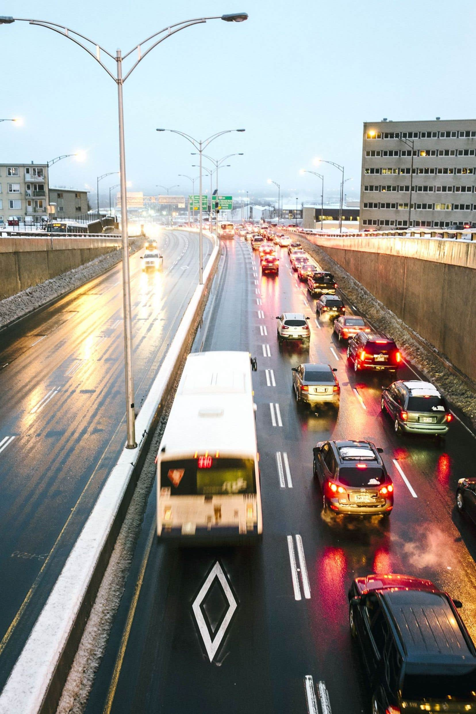 Québec investit environ 9% de l'enveloppe fédérale dans les transports en commun, alors que d'autres provinces en investissent plus de la moitié.