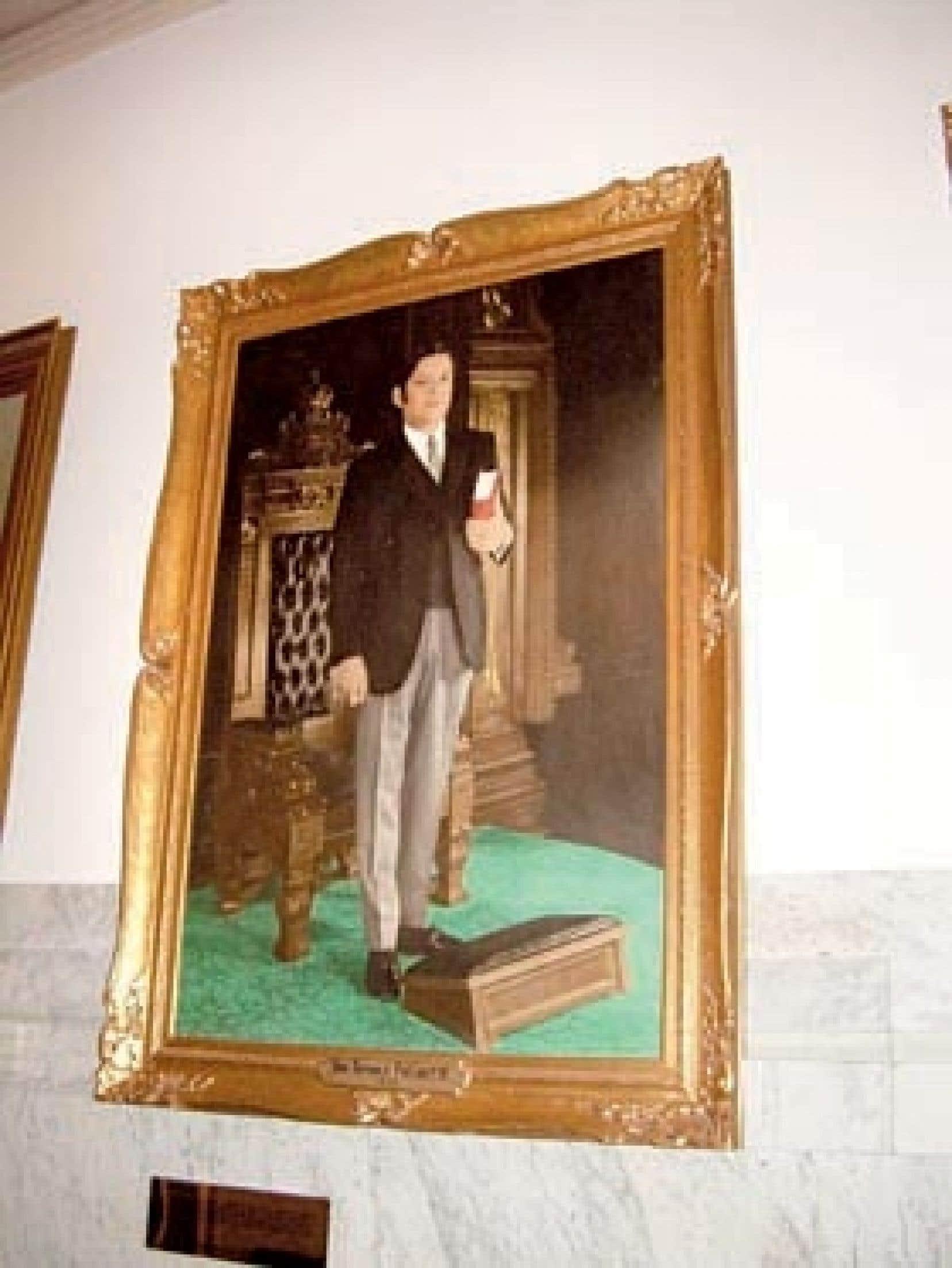 Photo Antoine Robitaille le devoir La photographie de l'avant-dernier président de l'Assemblée nationale, Michel Bissonnet (à gauche), et celle, remontant à 1970, d'un de ses prédécesseurs, Raynald Fréchette.