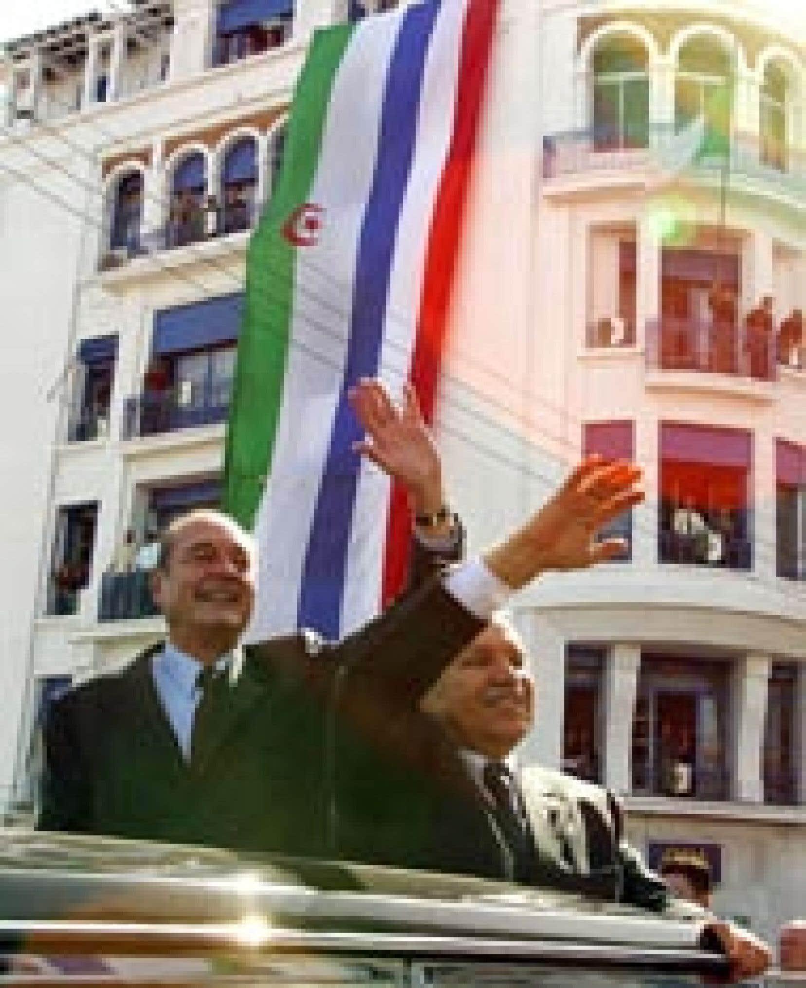 Jacques Chirac à Alger en compagnie du président algérien Abdelaziz Bouteflika: il s'agit de la première visite d'État d'un président français en Algérie depuis l'indépendance de ce pays en 1962. «De grandes retrouvailles», a déclaré